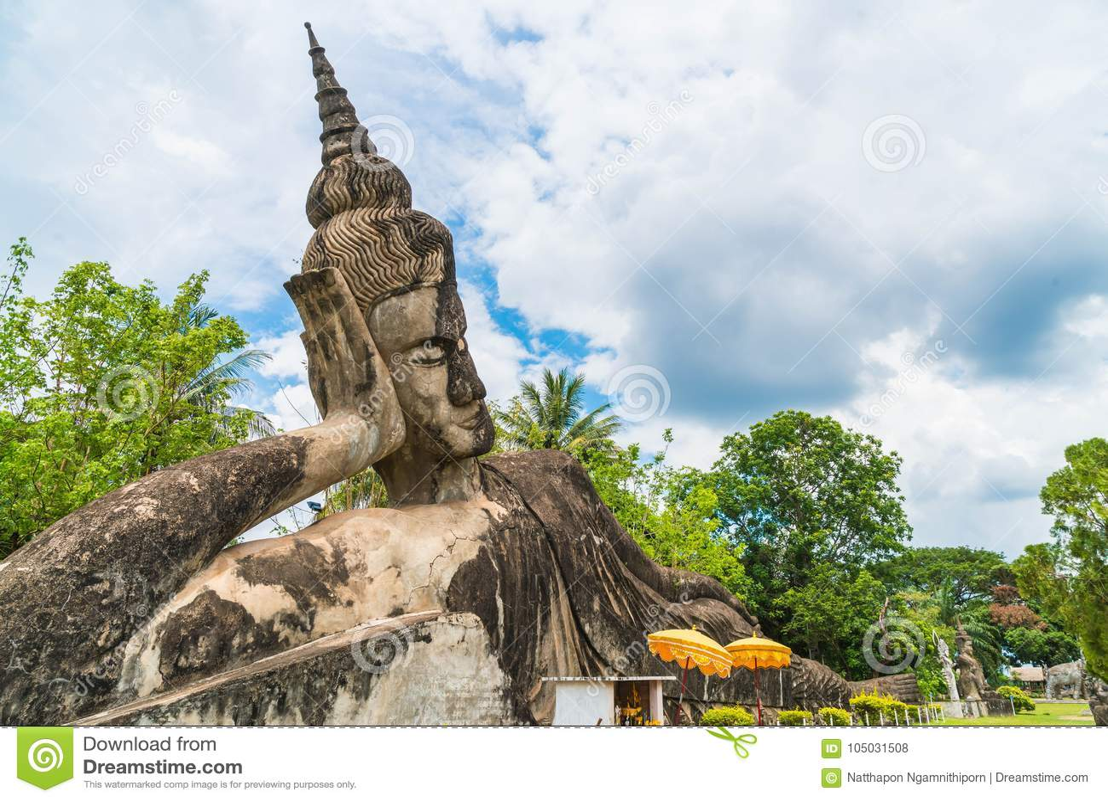 Bella architettura al parco di Buddha a Vientiane