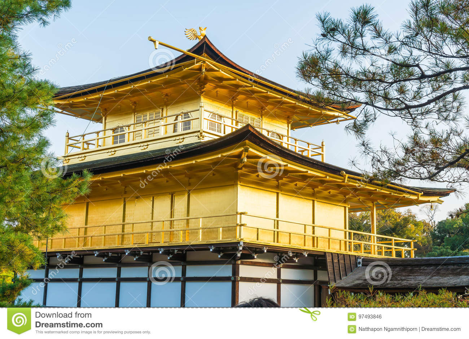 Bella architettura al tempio di Kinkakuji (il padiglione dorato)
