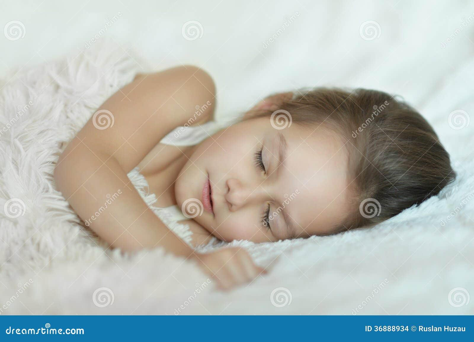 Download Bella bambina fotografia stock. Immagine di bedroom, background - 36888934