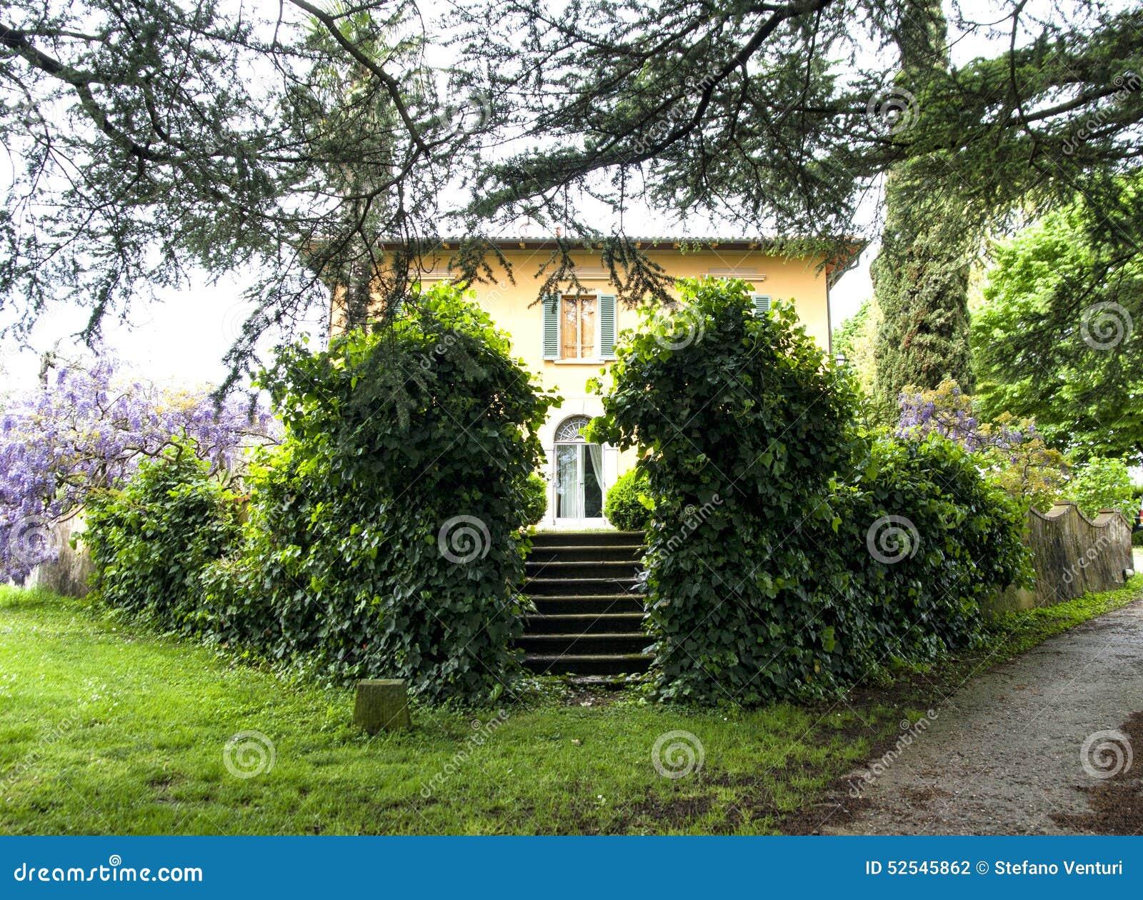 Bella casa di campagna in toscana con la grande pianta for La casa toscana tradizionale