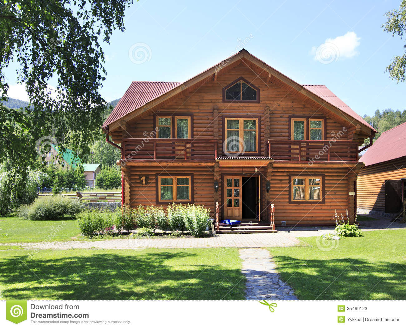 Bella casa di legno nelle montagne altai immagine stock immagine 35499123 Homes with lots of beautiful natural wood