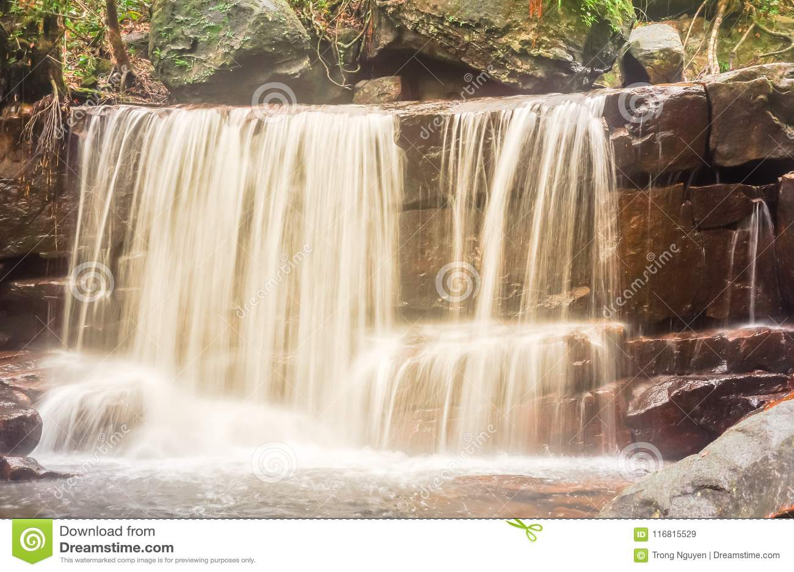 Bella cascata di Suoi Tranh in Phu Quoc, Vietnam