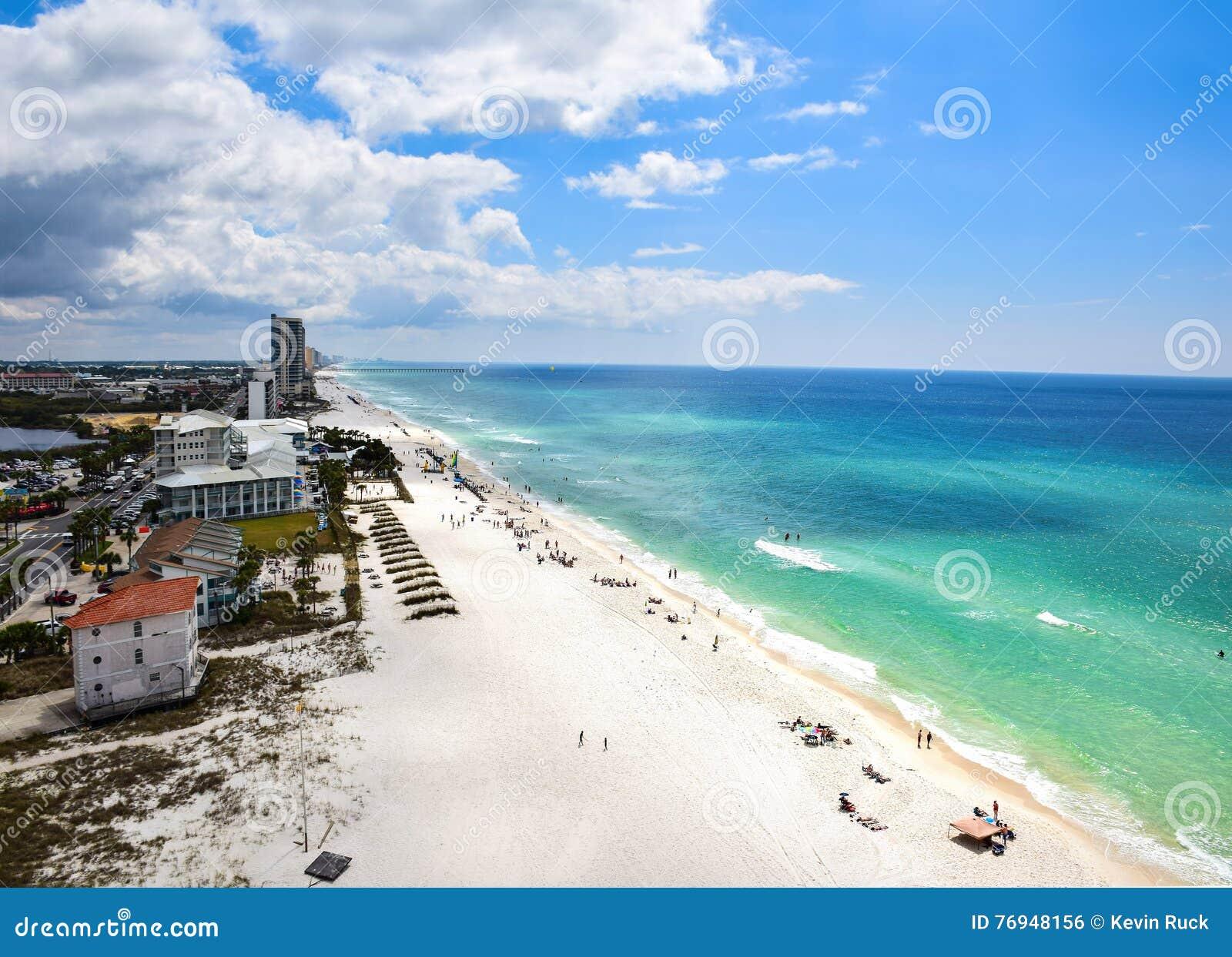 Bella chiara acqua e destinazione bianca della spiaggia di for Planimetrie della cabina della spiaggia