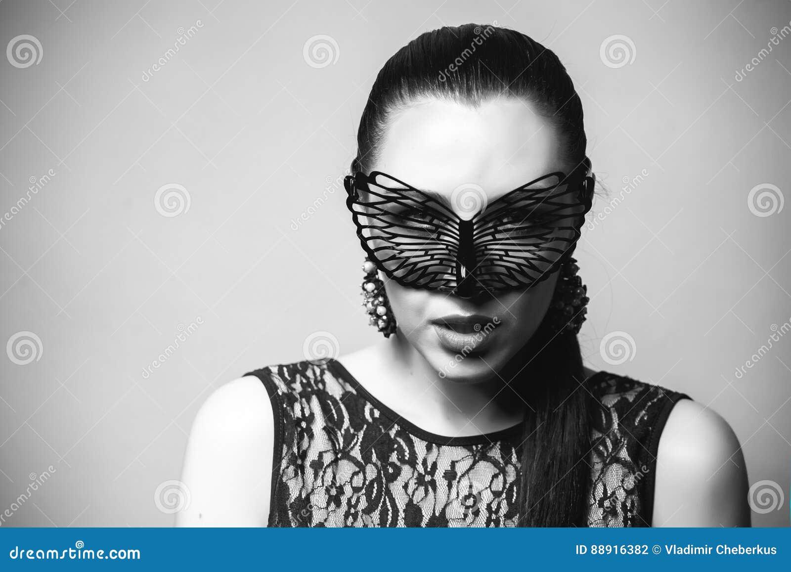 maschera nera per bocca