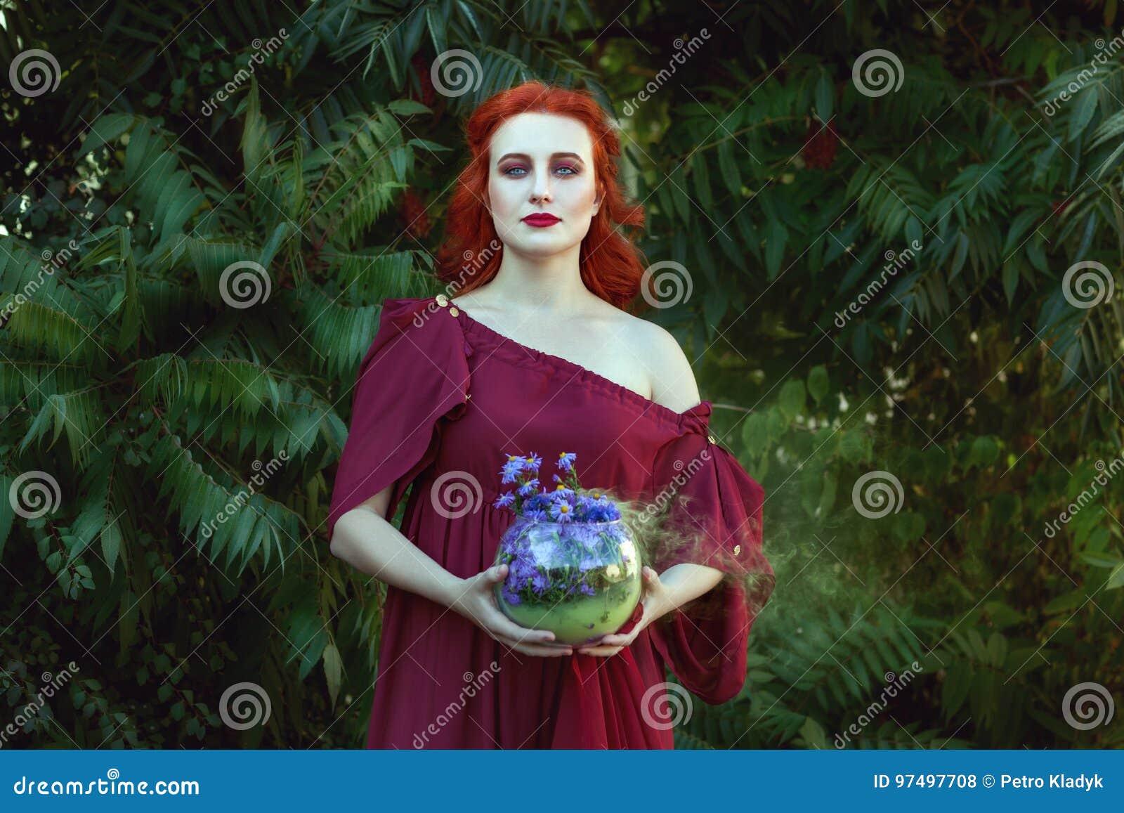Bella donna con uno sciamano