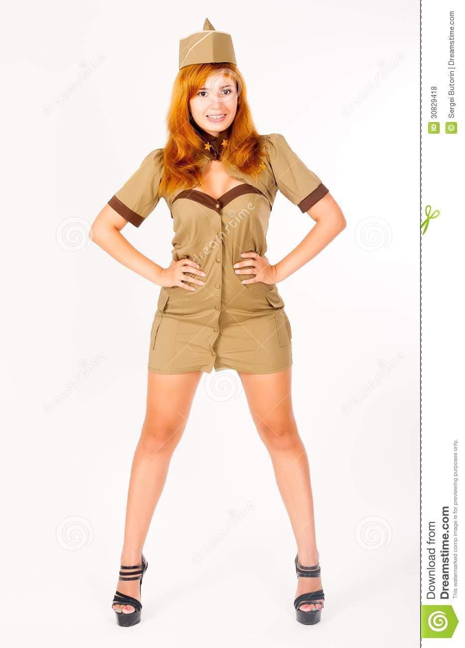 Bella donna in uniforme militare