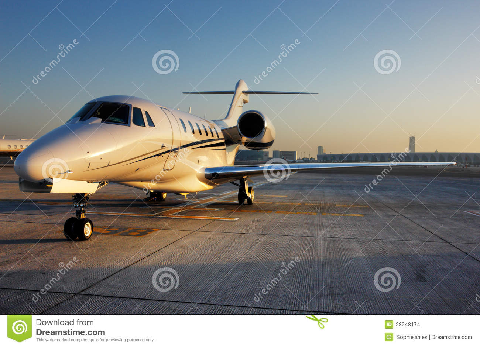 Jet Privato Volo Vuoto : Bella forma di un jet privato fotografia stock immagine