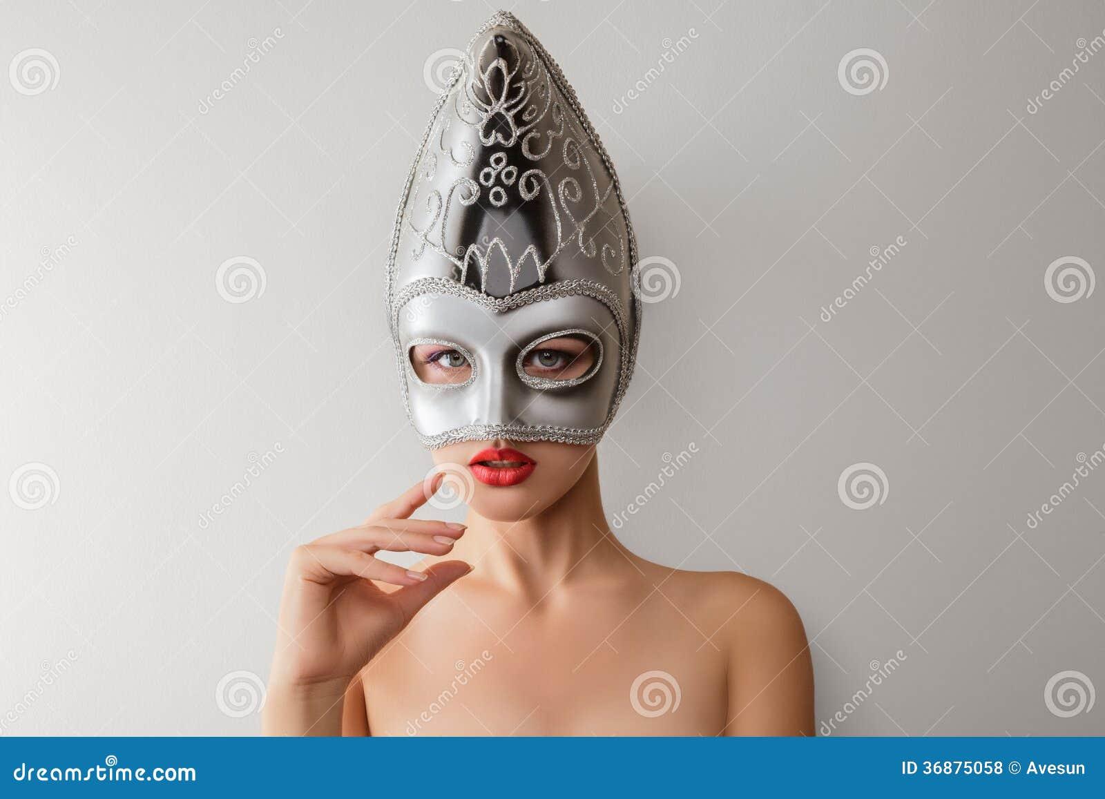 Download Bella Giovane Donna Nella Maschera Veneziana Di Carnevale Fotografia Stock - Immagine di carnival, femmina: 36875058