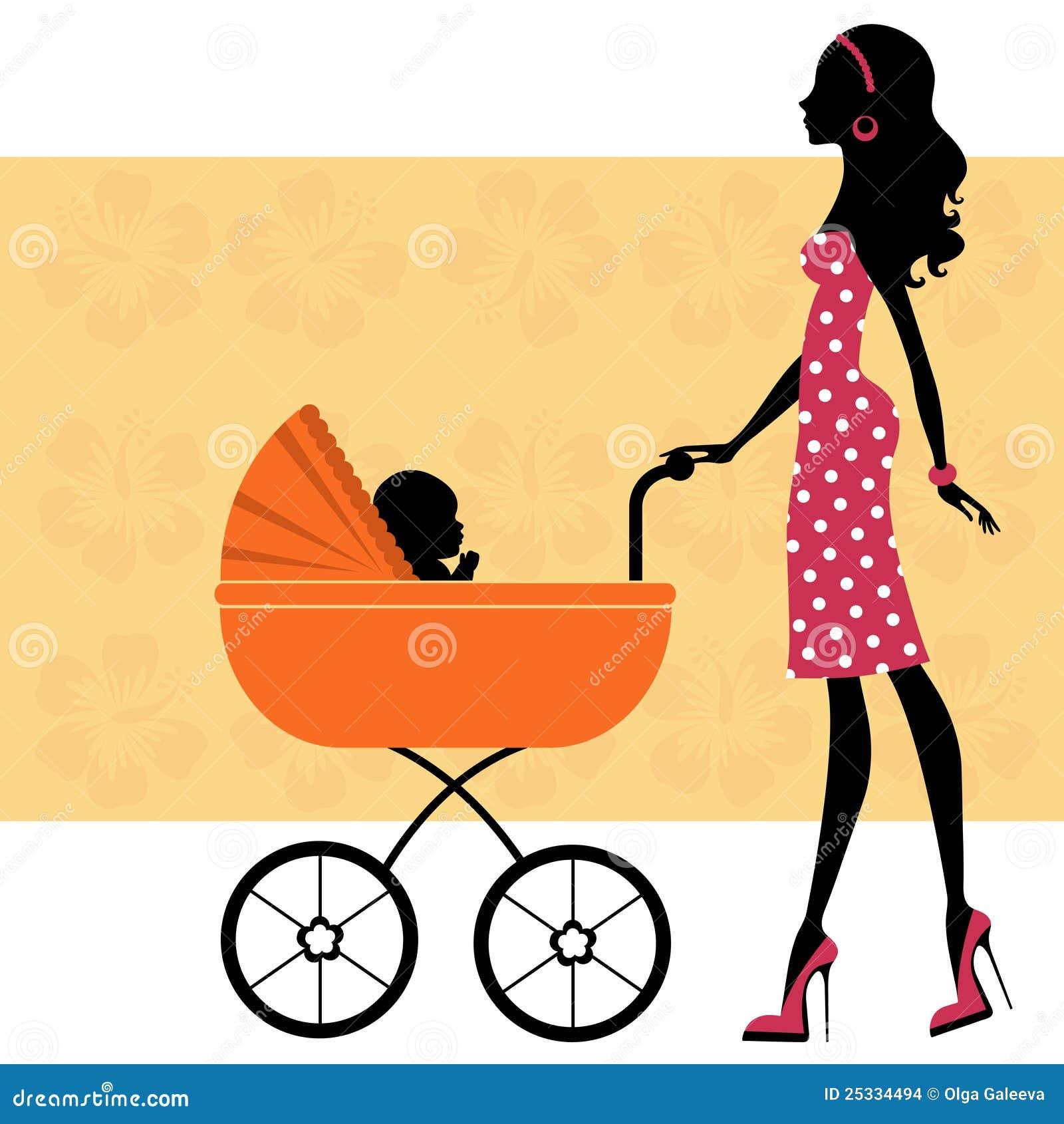 Bella mamma con un bambino in carrello di bambino