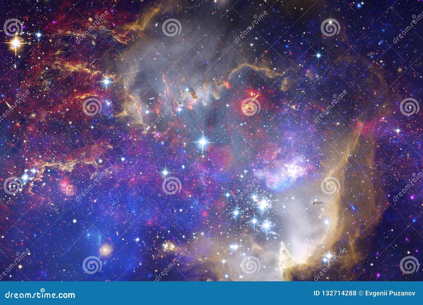Bella nebulosa, starfield, mazzo delle stelle nello spazio cosmico