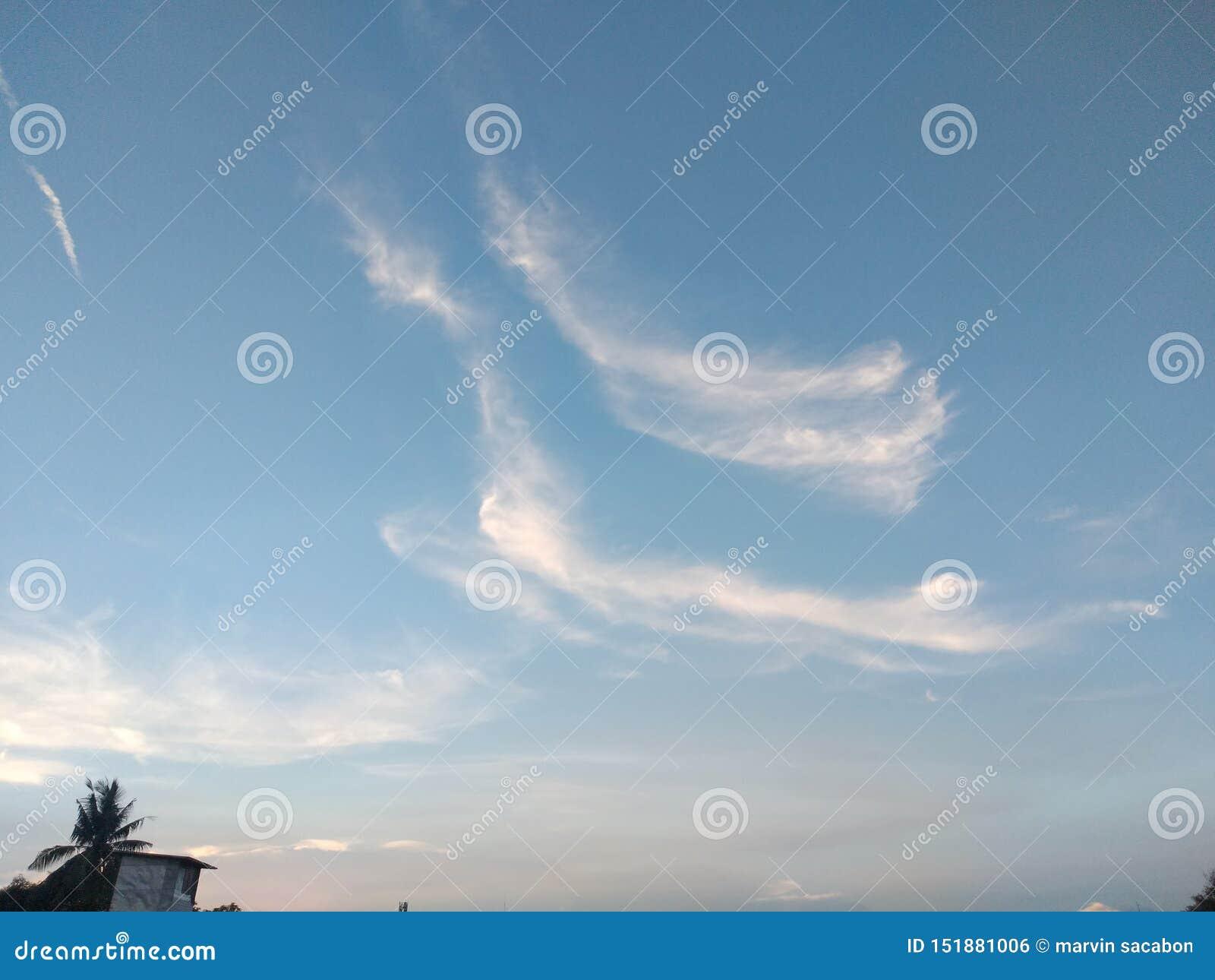 Bella nuvola, cielo blu, silenzioso, regali dal dio