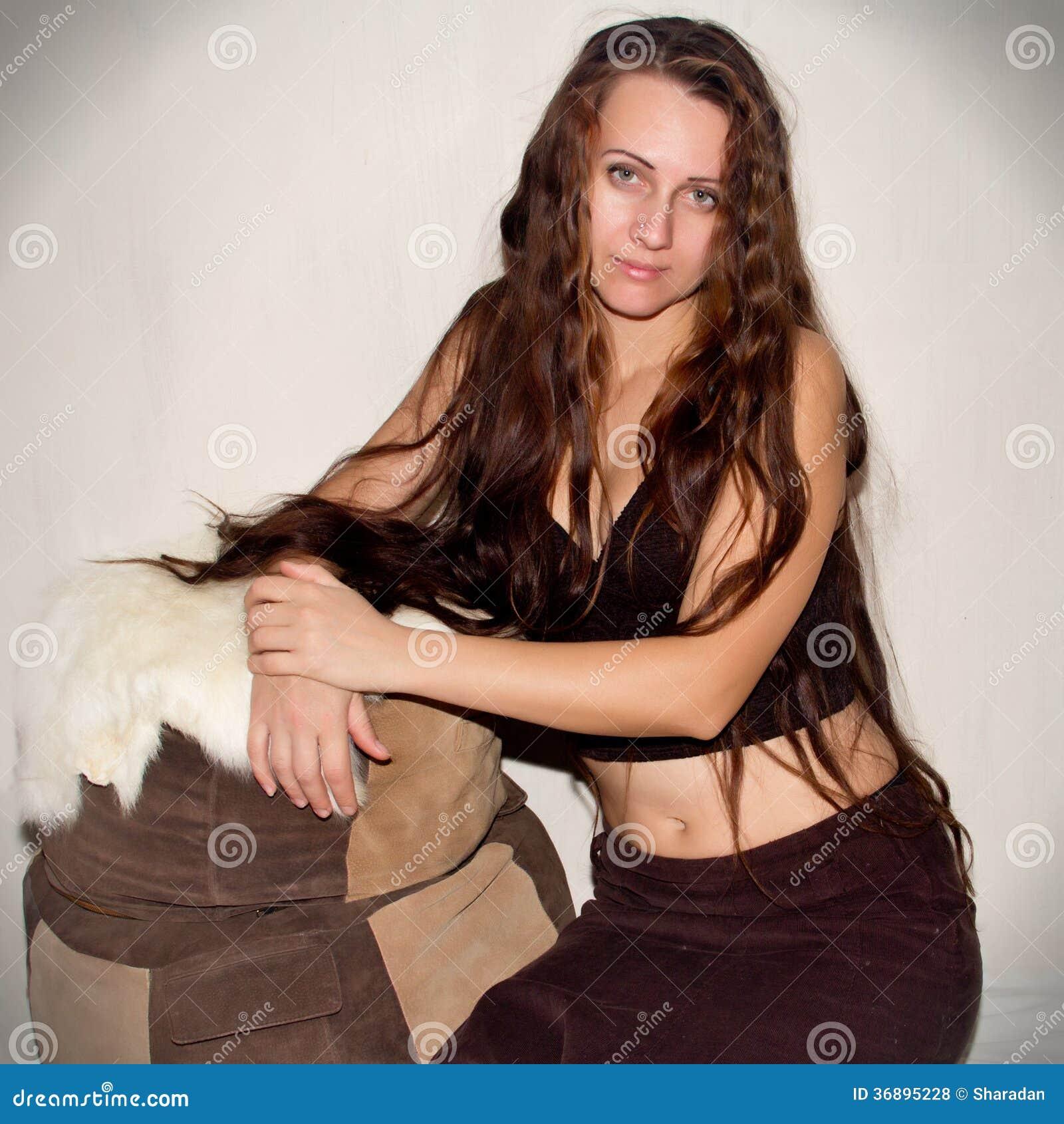 Download Bella ragazza fotografia stock. Immagine di monili, earrings - 36895228