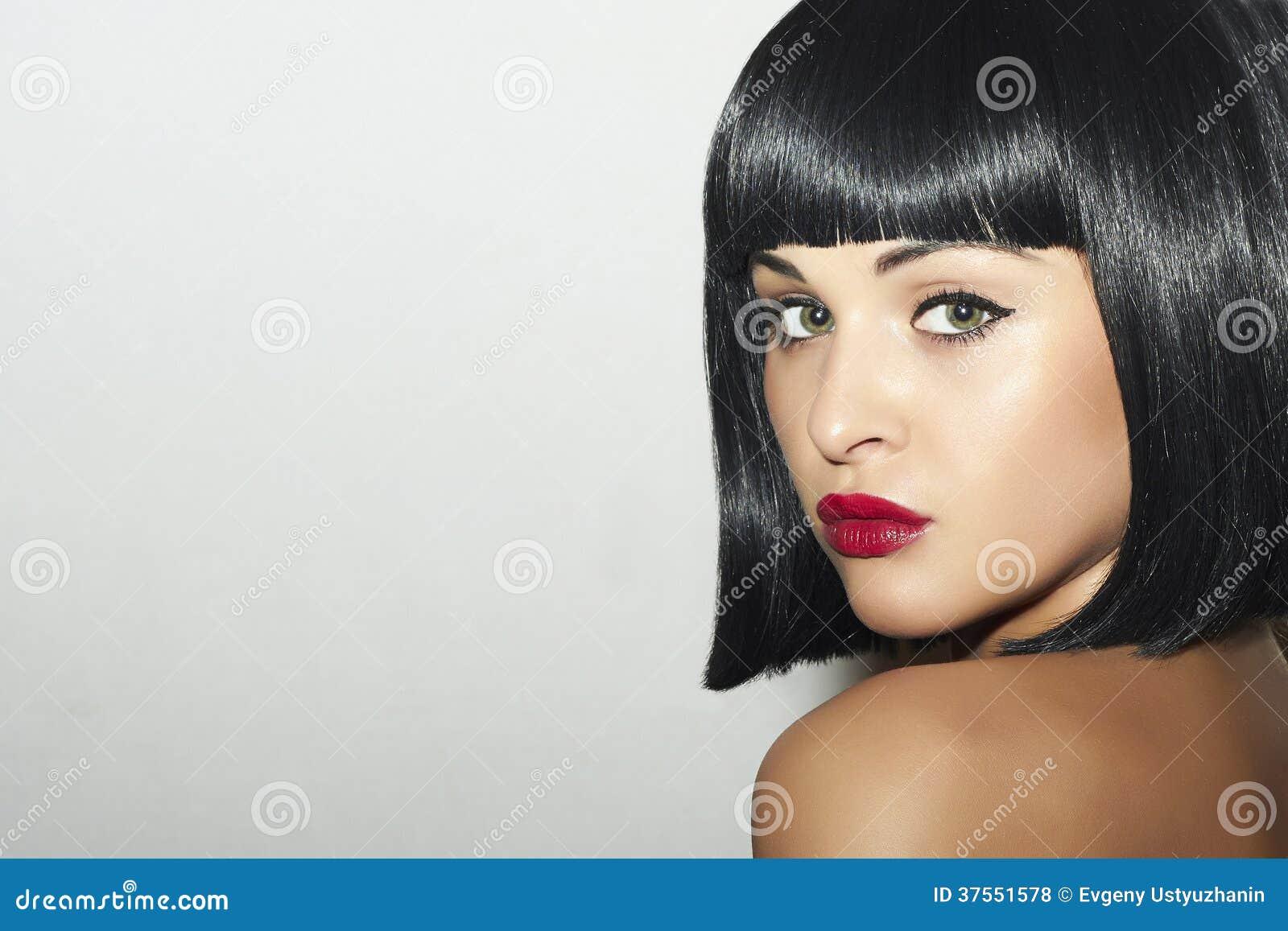 Taglio di capelli bello ragazza