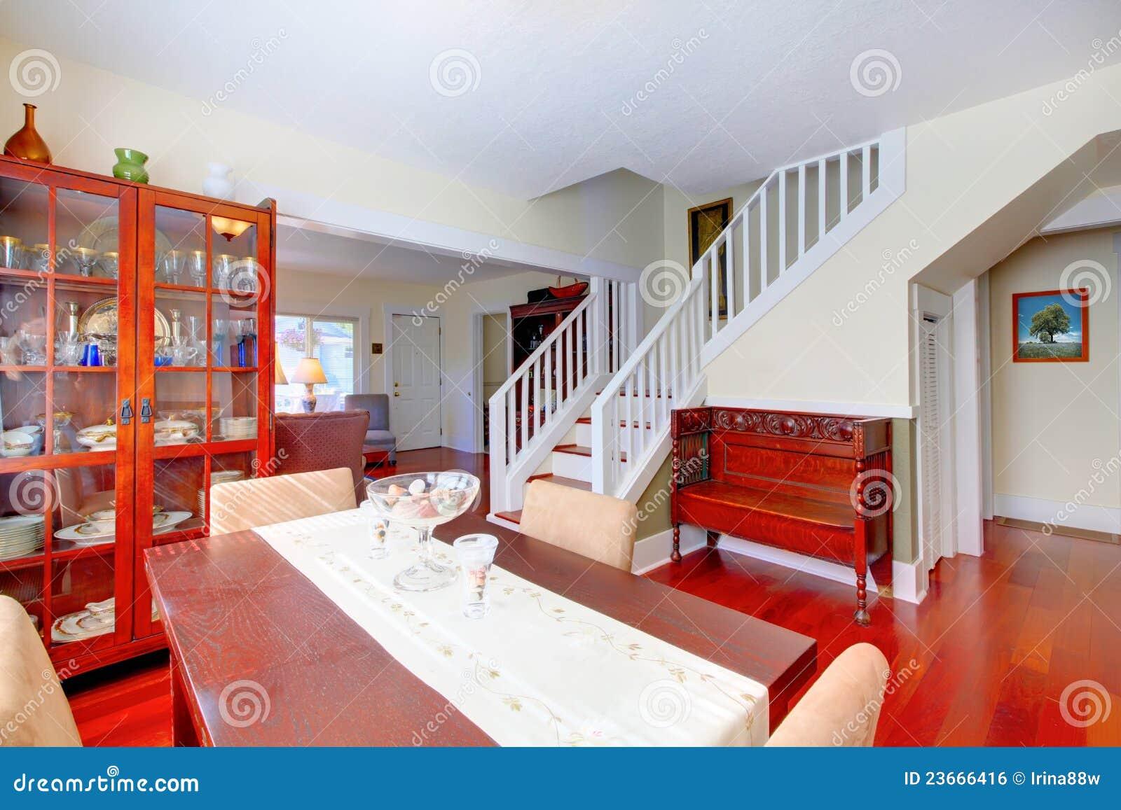 Immagine Stock Libera Da Diritti: Bella Sala Da Pranzo Con Il  #B52A16 1300 957 Sala Da Pranzo Per Esterno