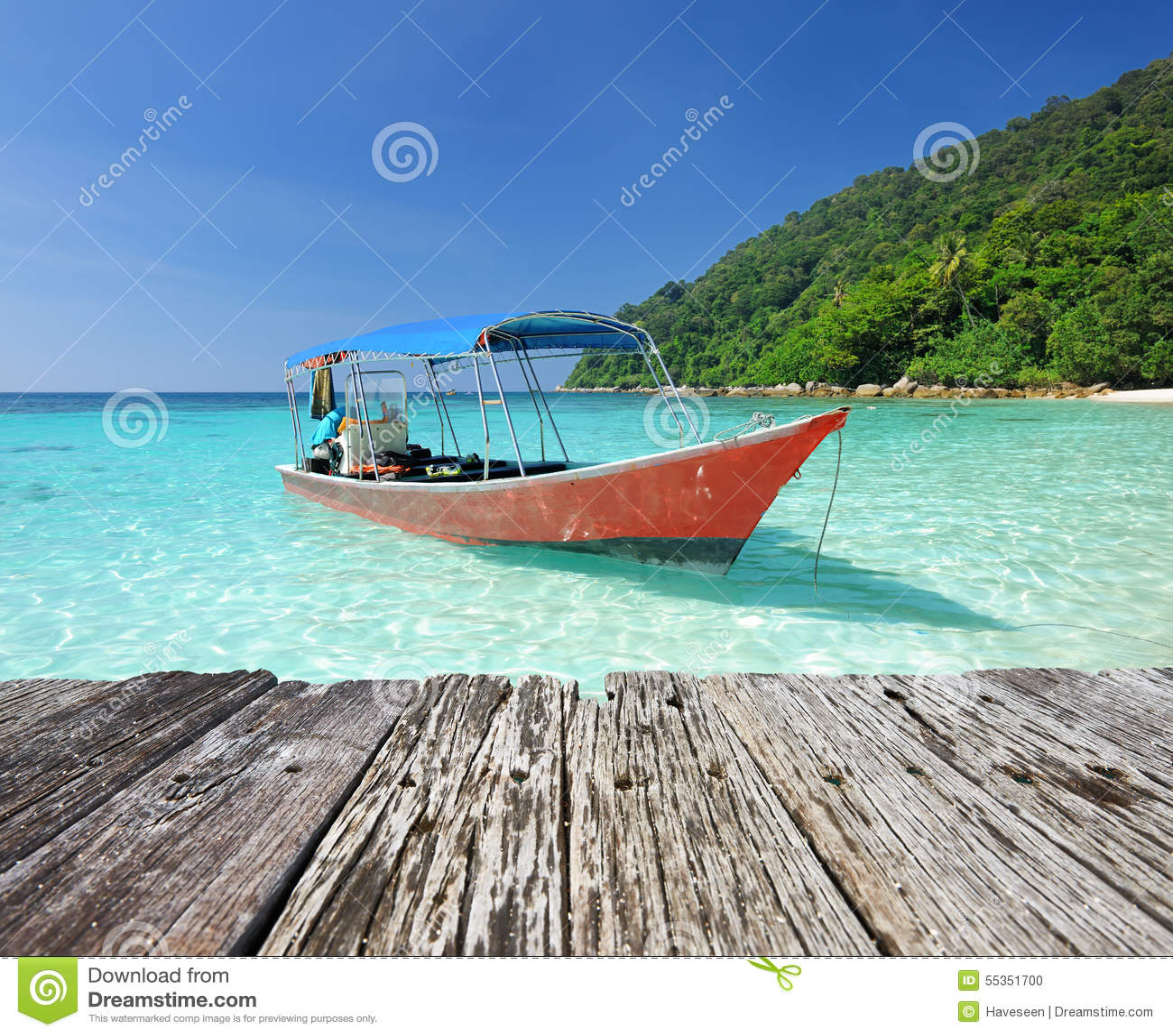 Bella spiaggia con l imbarcazione a motore