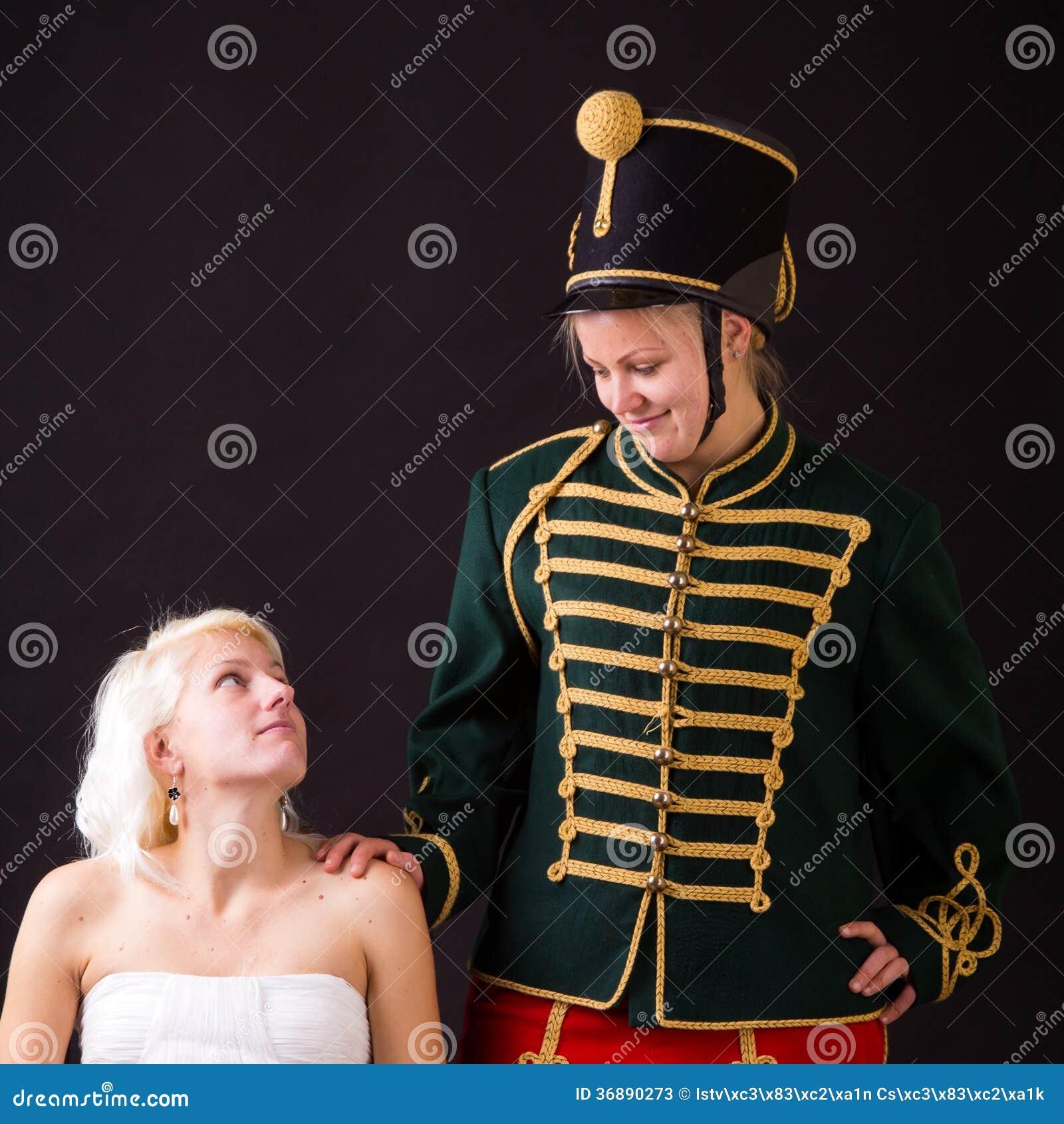 Download Bella sposa e ussaro immagine stock. Immagine di celebrazione - 36890273