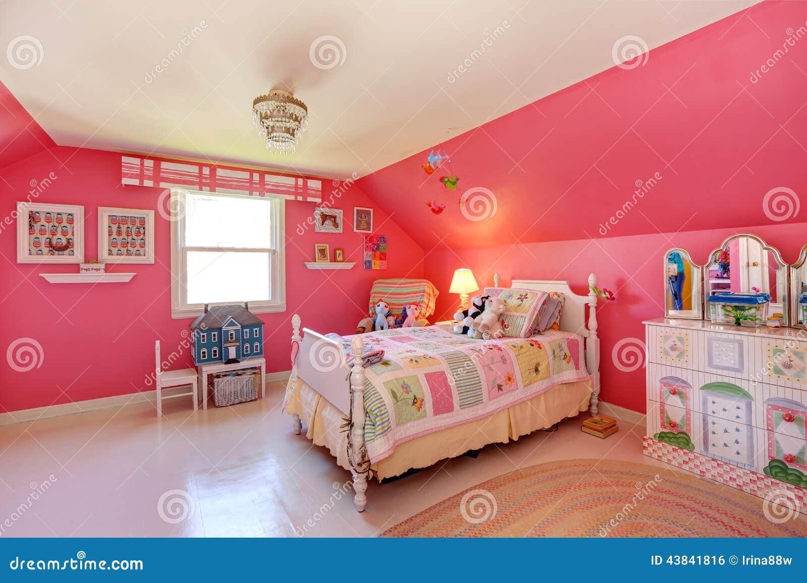 Colori Per Camera Ragazza.Bella Stanza Delle Ragazze Nel Colore Rosa Luminoso