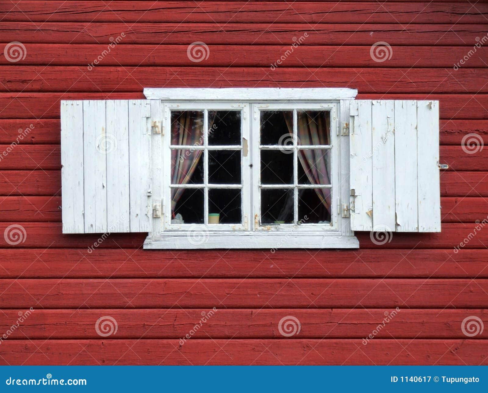 Bella vecchia finestra decorativa