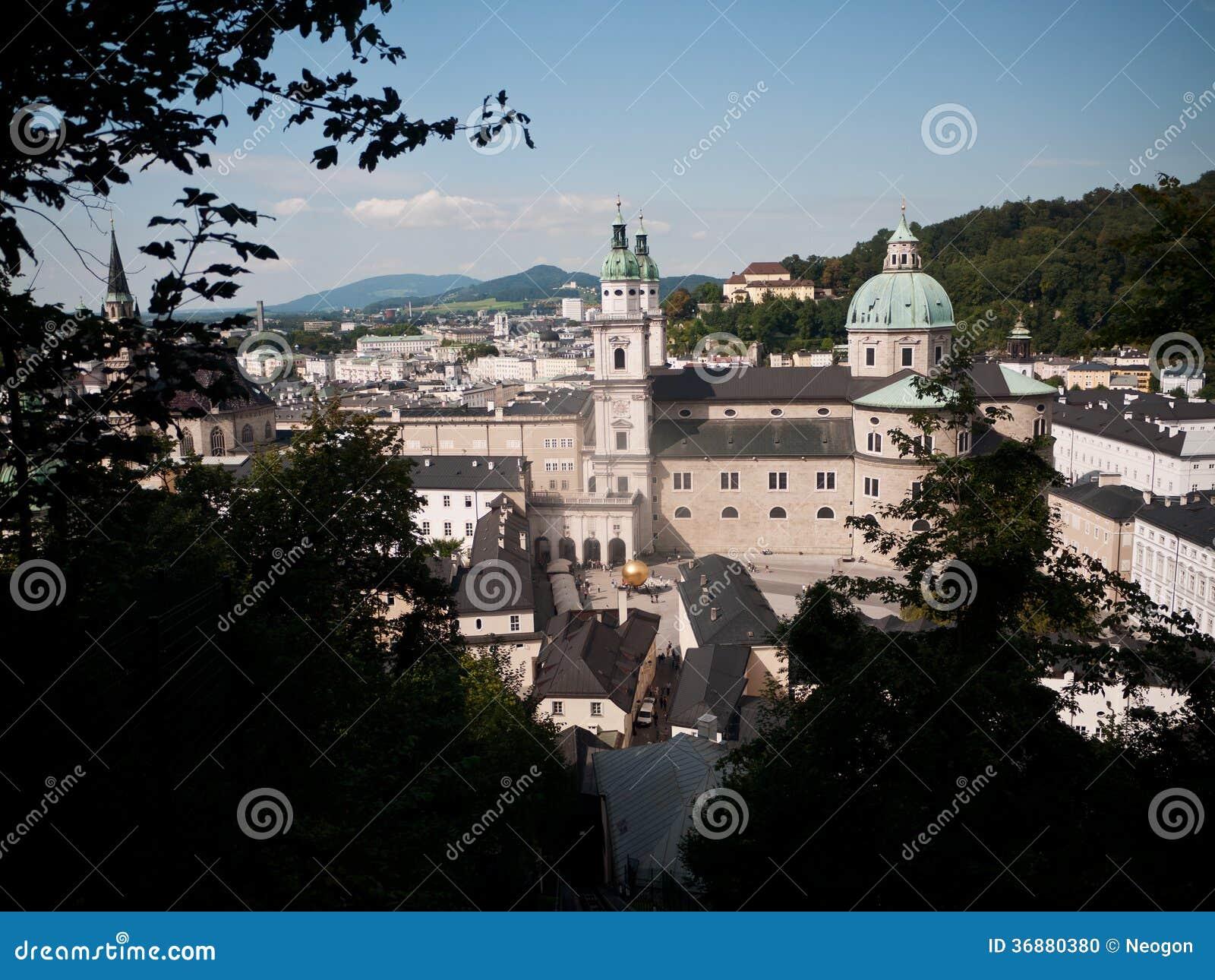 Download Bella Vista Dalla Fortezza Alla Vecchia Città, Salisburgo Fotografia Stock - Immagine di vecchio, interesse: 36880380