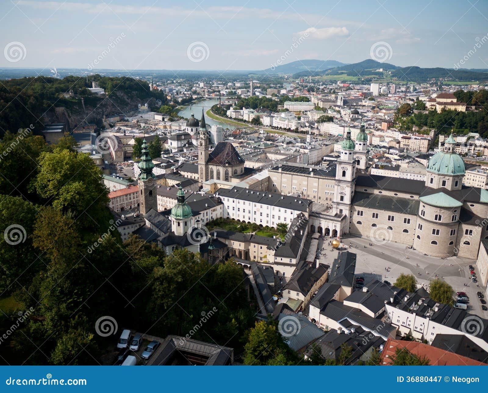 Download Bella Vista Dalla Fortezza Alla Vecchia Città, Salisburgo Immagine Stock - Immagine di baroque, limite: 36880447
