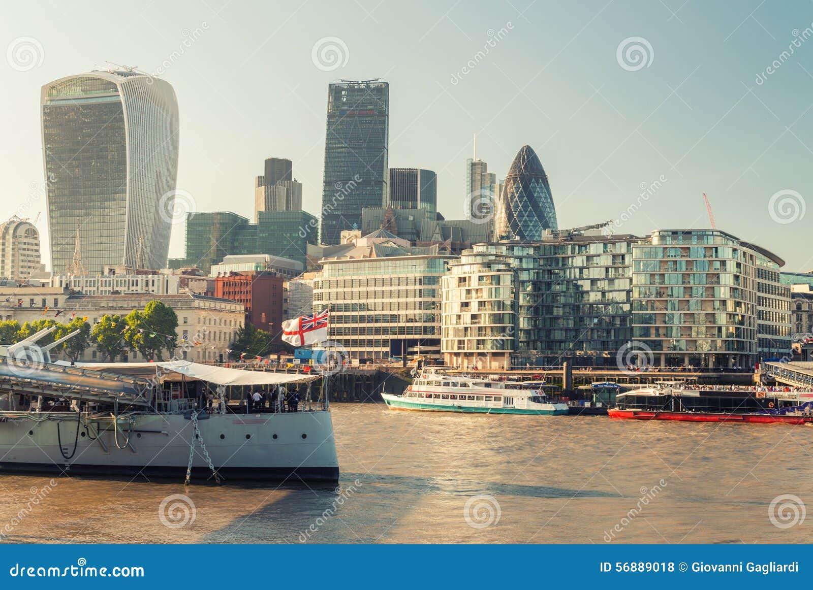 Bella vista della città di Londra dal Tamigi