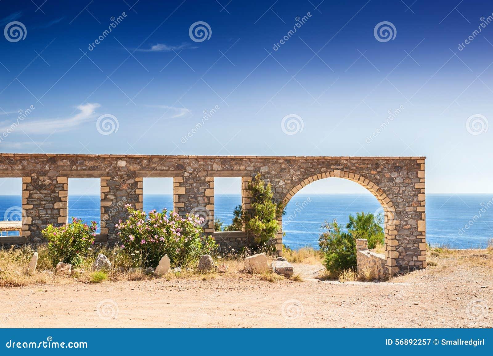 Bella vista della costa di mare