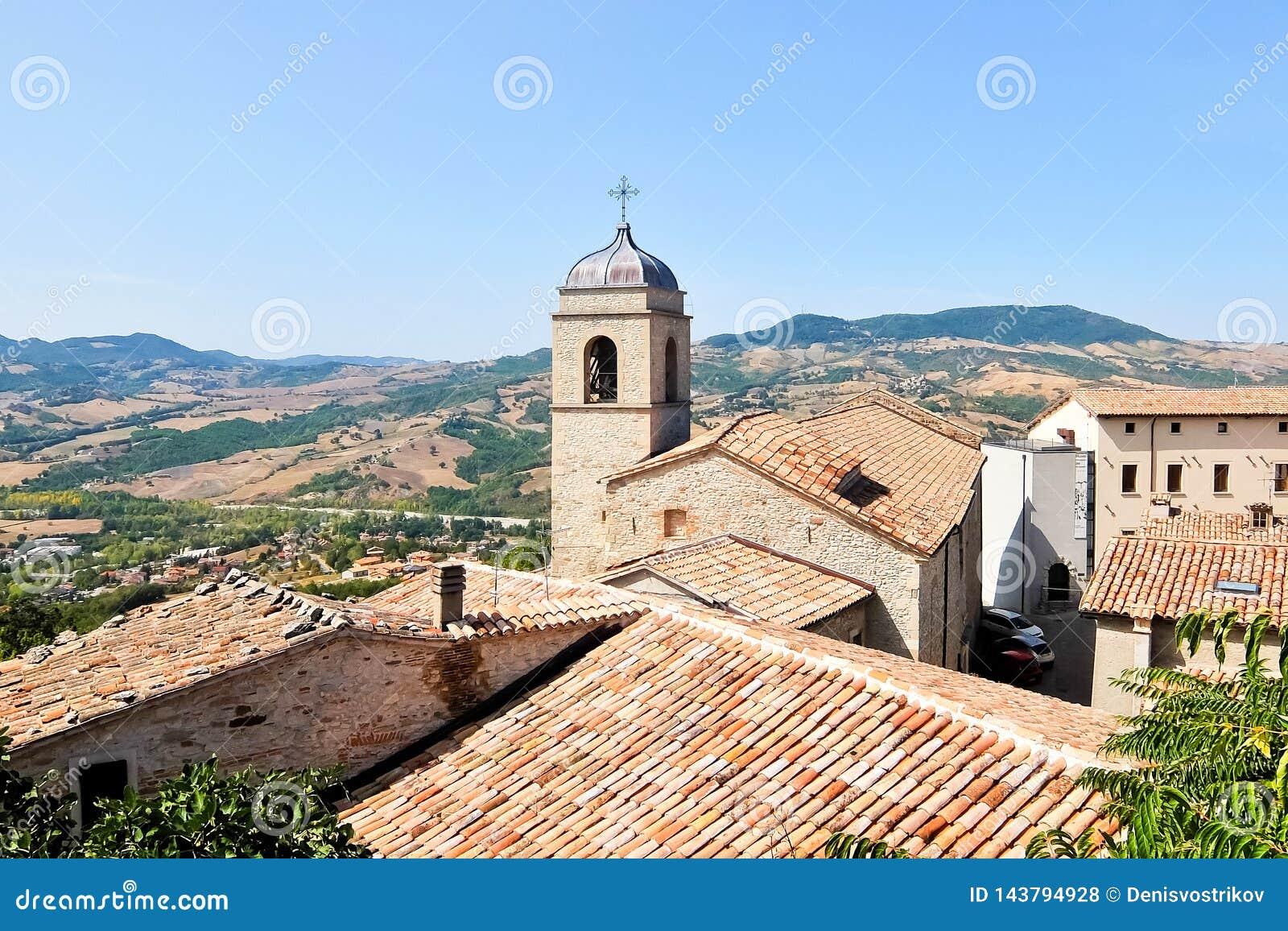Bella vista di Pennabilli, piccolo comune, individuato circa 140 chilometri 87 MI a sud-est di Bologna