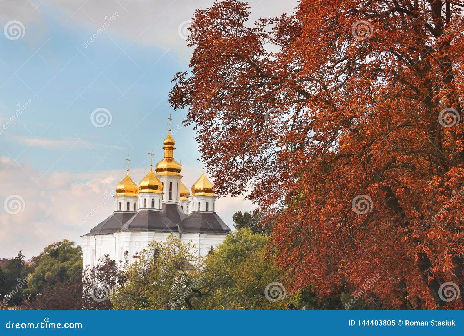 Belle église en parc Dômes d or Automne