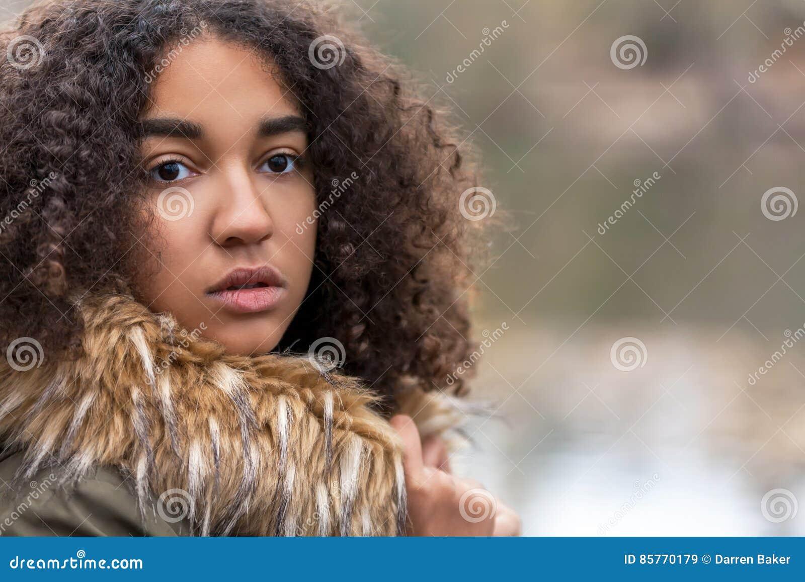 Belle Fille Metisse belle adolescente de fille d'afro-américain de métis image stock