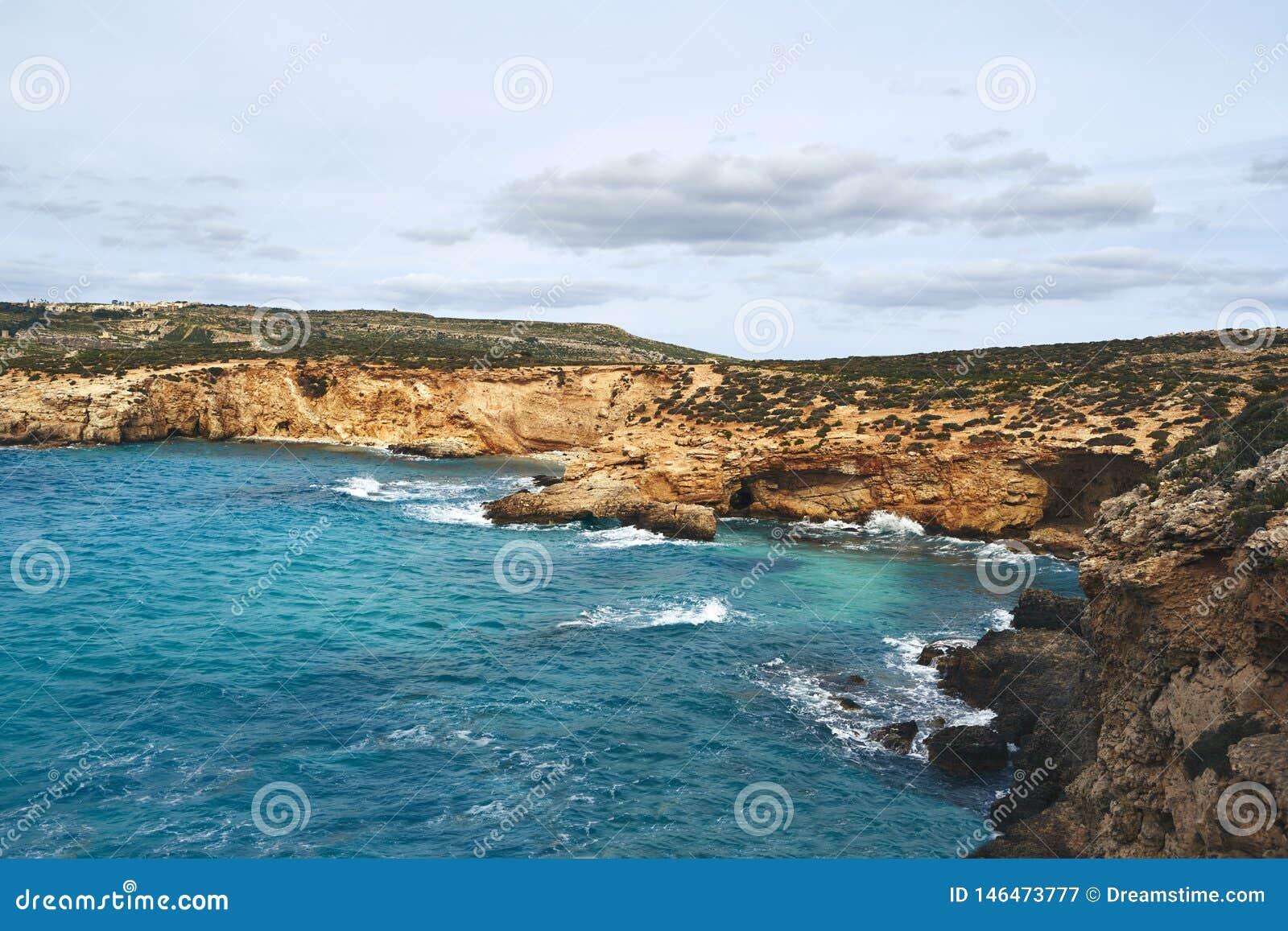 Belle baie avec de l eau turquoise