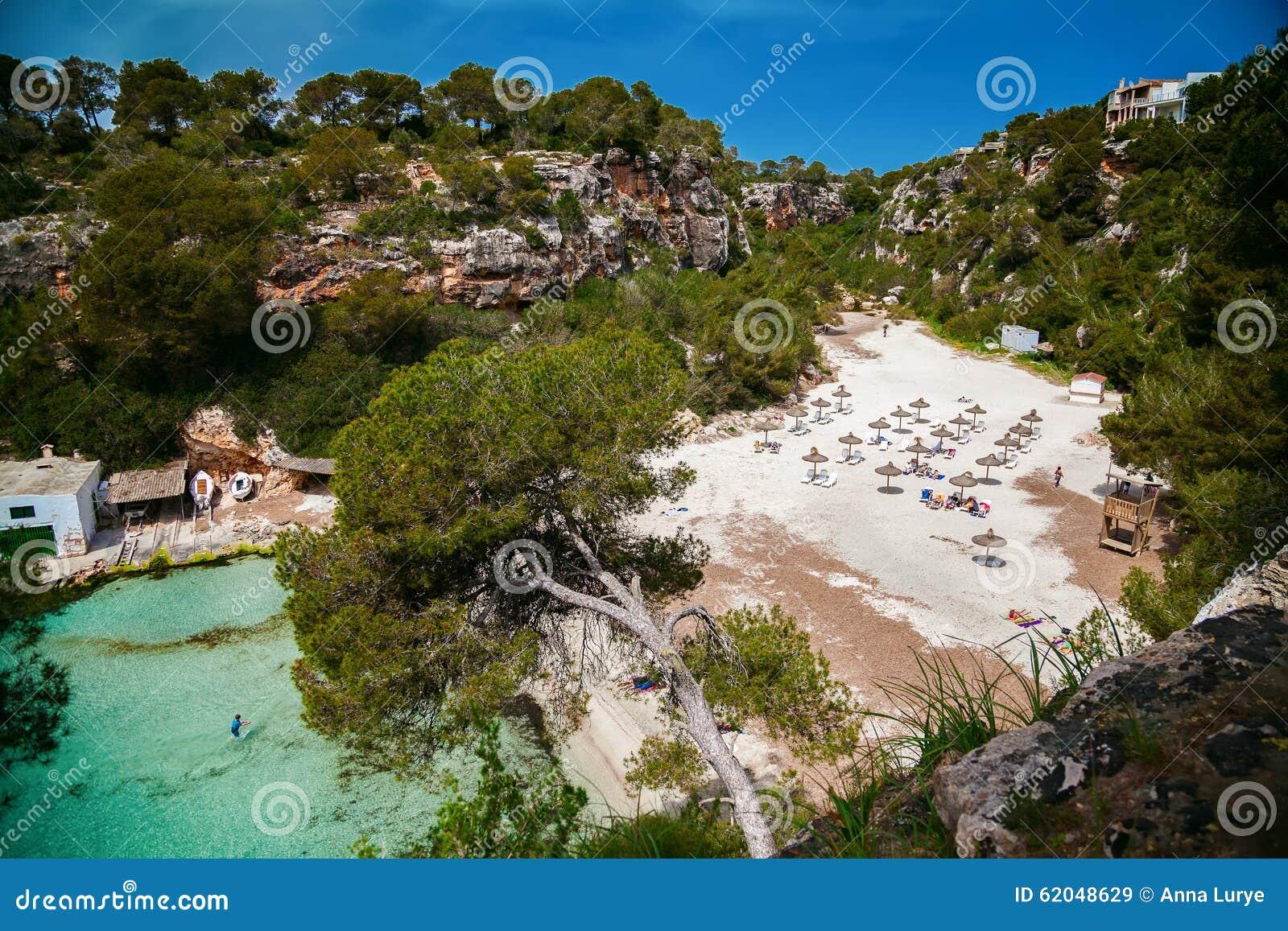 belle baie de majorque la plage cala pi photo stock image 62048629. Black Bedroom Furniture Sets. Home Design Ideas