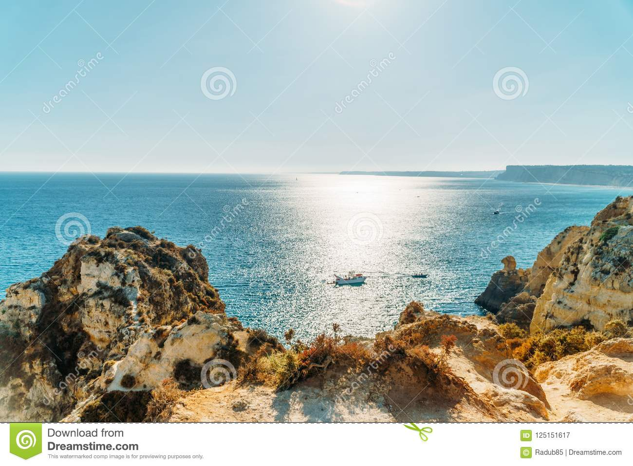 Belle baie Rocky Landscape In Town Of Lagos, Portugal