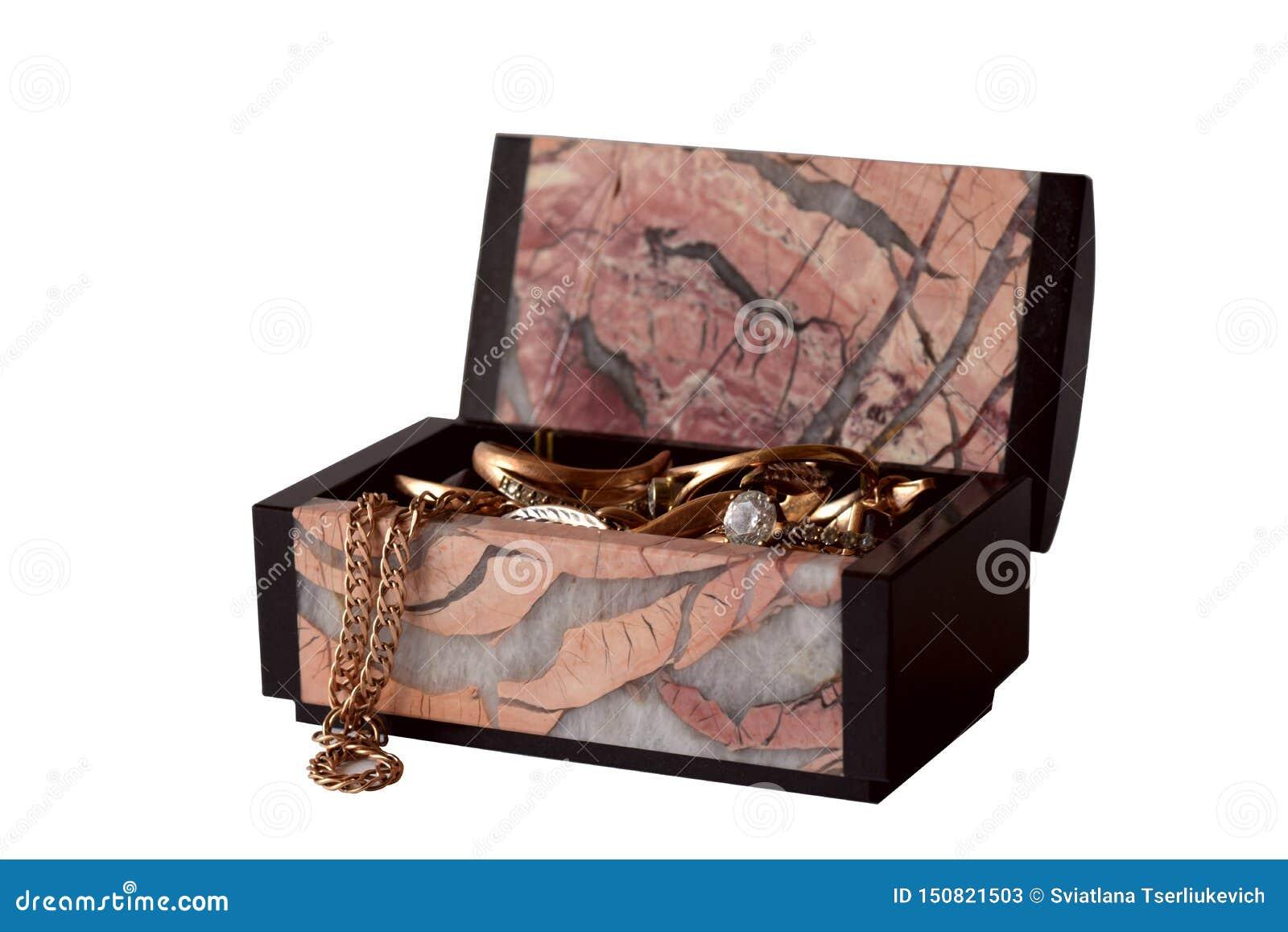 Belle boîte à bijoux d isolement sur le fond blanc