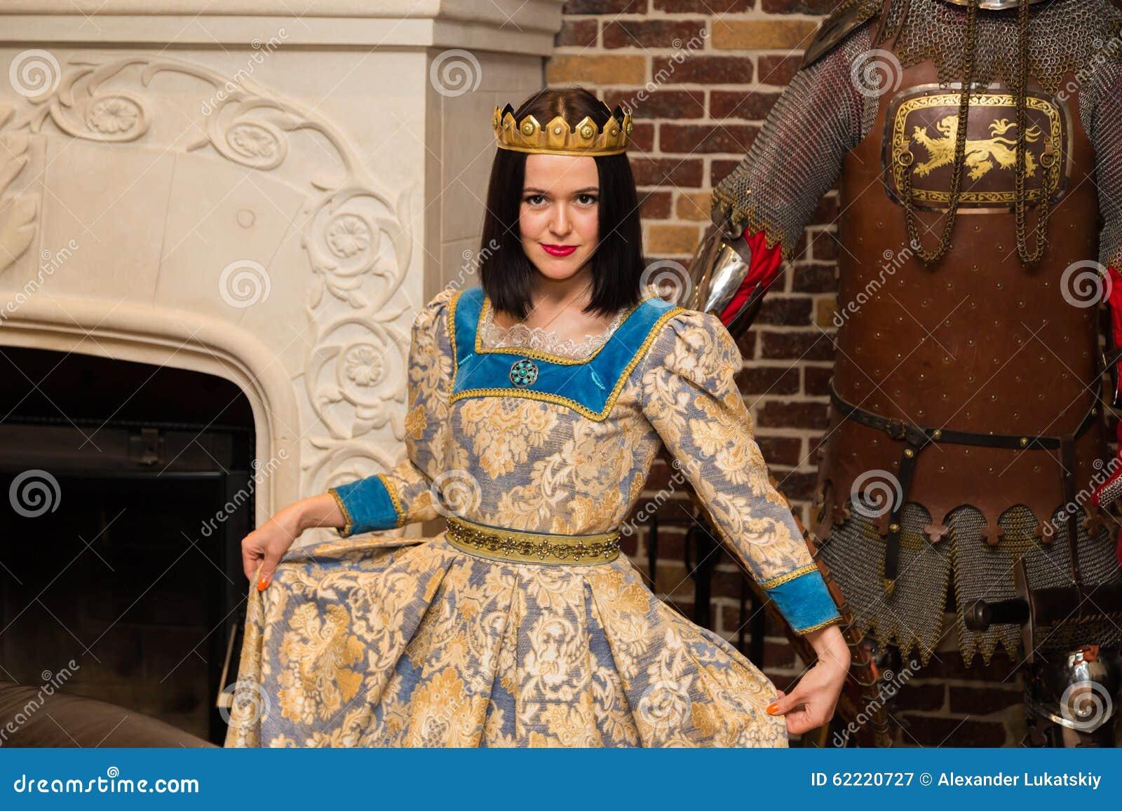 Du Image Robe La Brune Dans Médiévale Belle Stock Magnifique nwqXA0ZCg