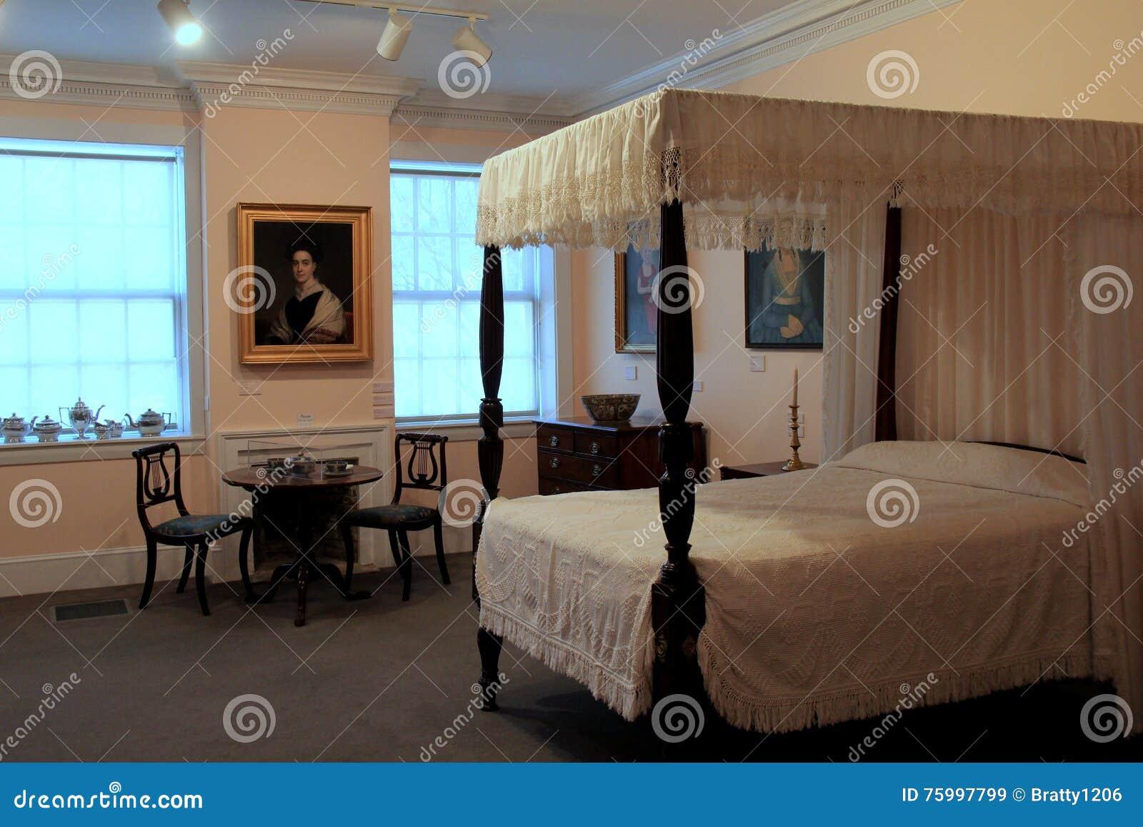 Belle Chambre à Coucher, Avec Des Meubles Et Des Portraits ...