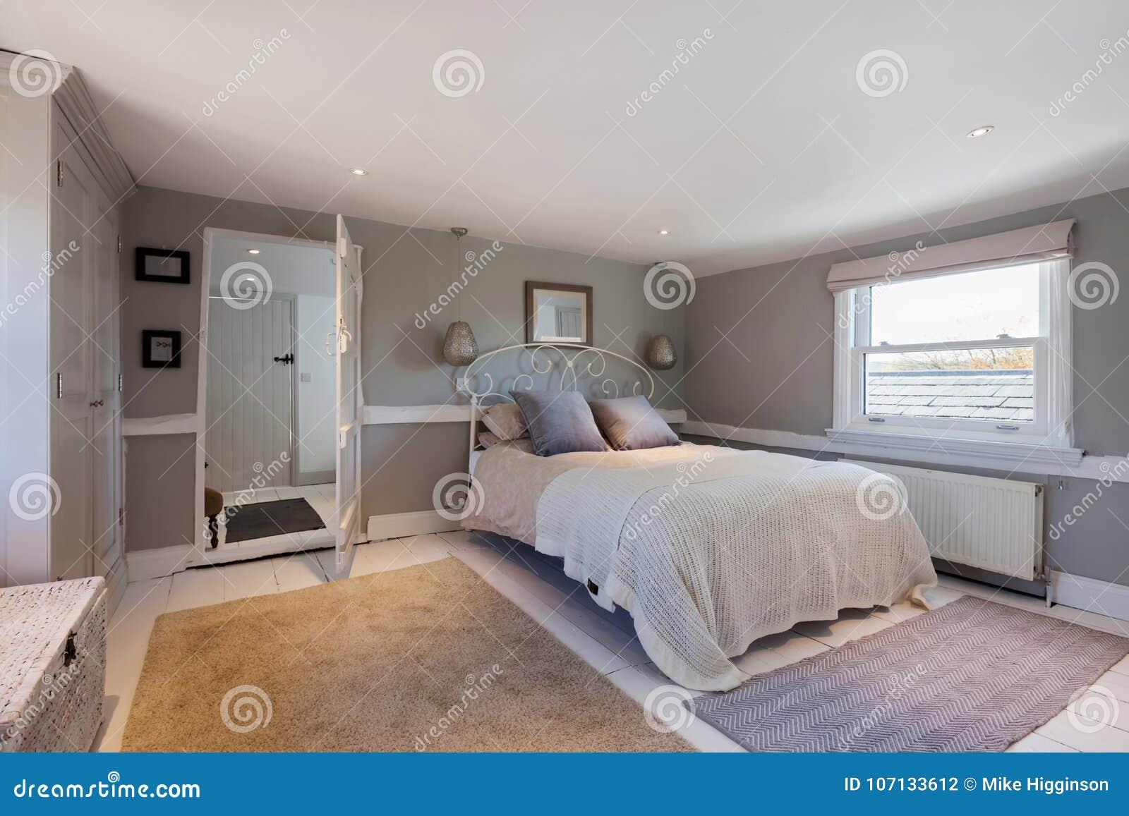 download belle chambre coucher contemporaine avec un regard traditionnel photo stock image du dredon