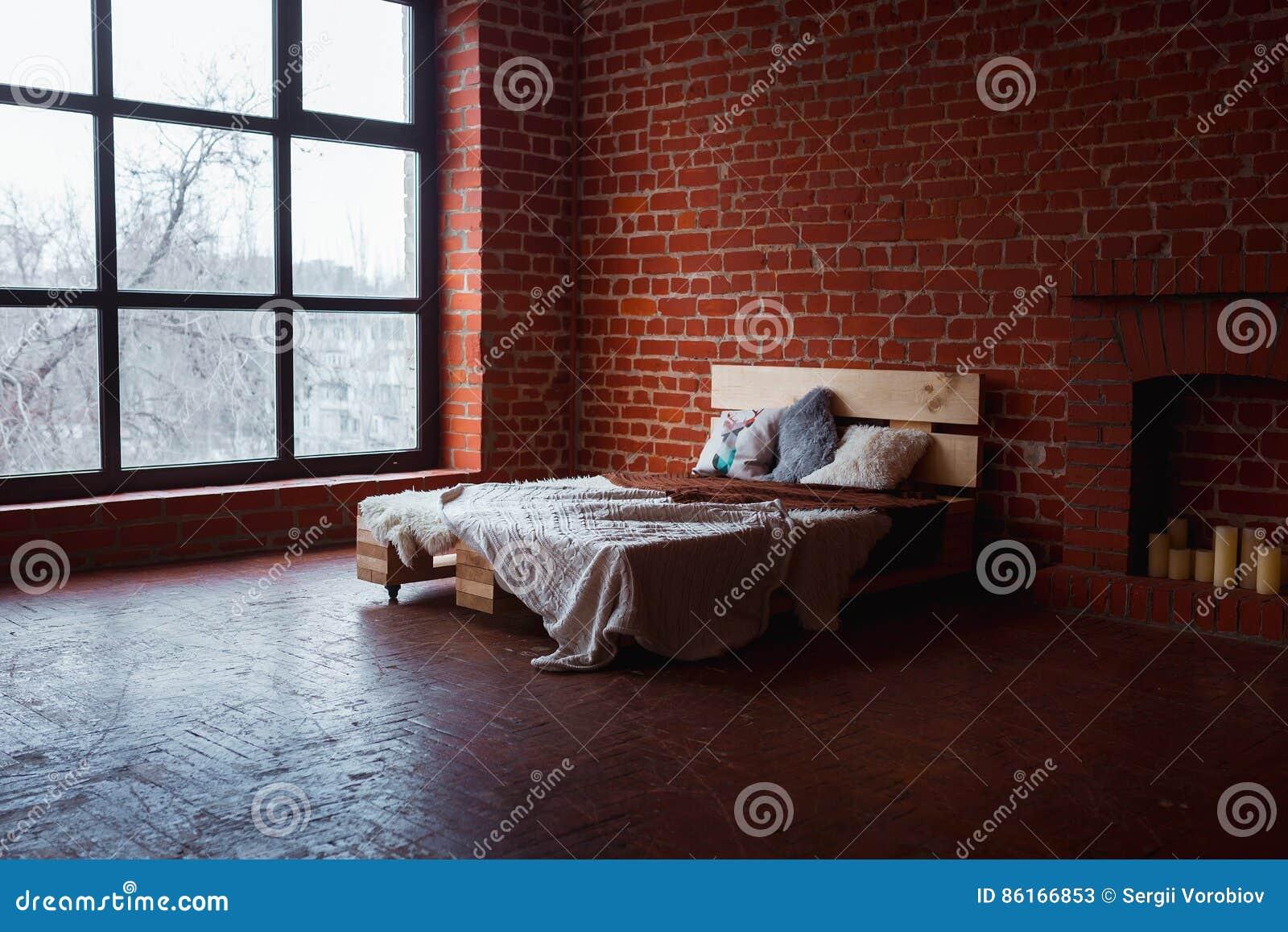 Belle Chambre A Coucher De Grenier Avec Le Lit Pres Du Mur De