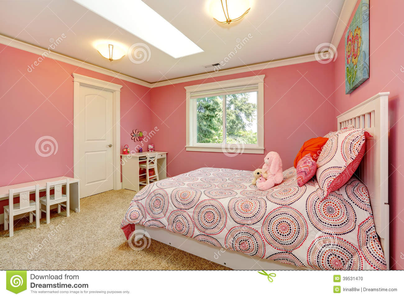 belle chambre coucher rose pour des filles photo stock image 39531470. Black Bedroom Furniture Sets. Home Design Ideas