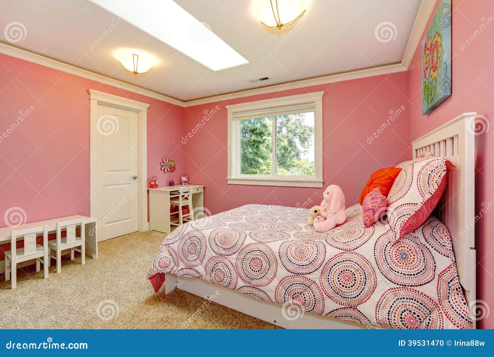 Belle Chambre à Coucher Rose Pour Des Filles Photo stock - Image du ...