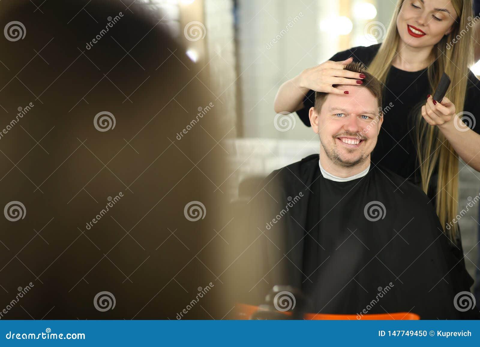 Belle coiffure de Making Man Client de coiffeur