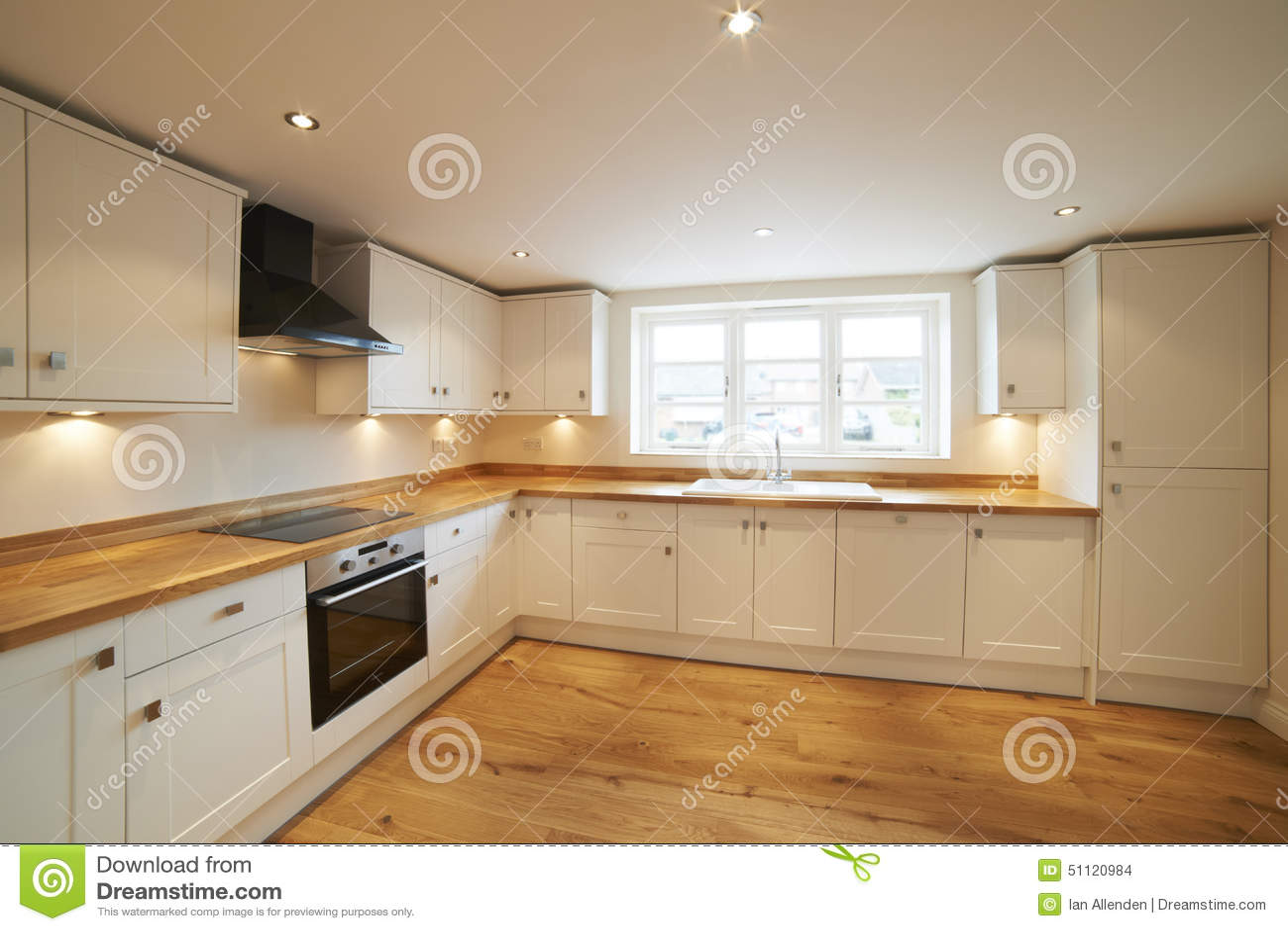 Belle cuisine adapt e dans la chambre moderne avec le for Camping le bois joli la chambre