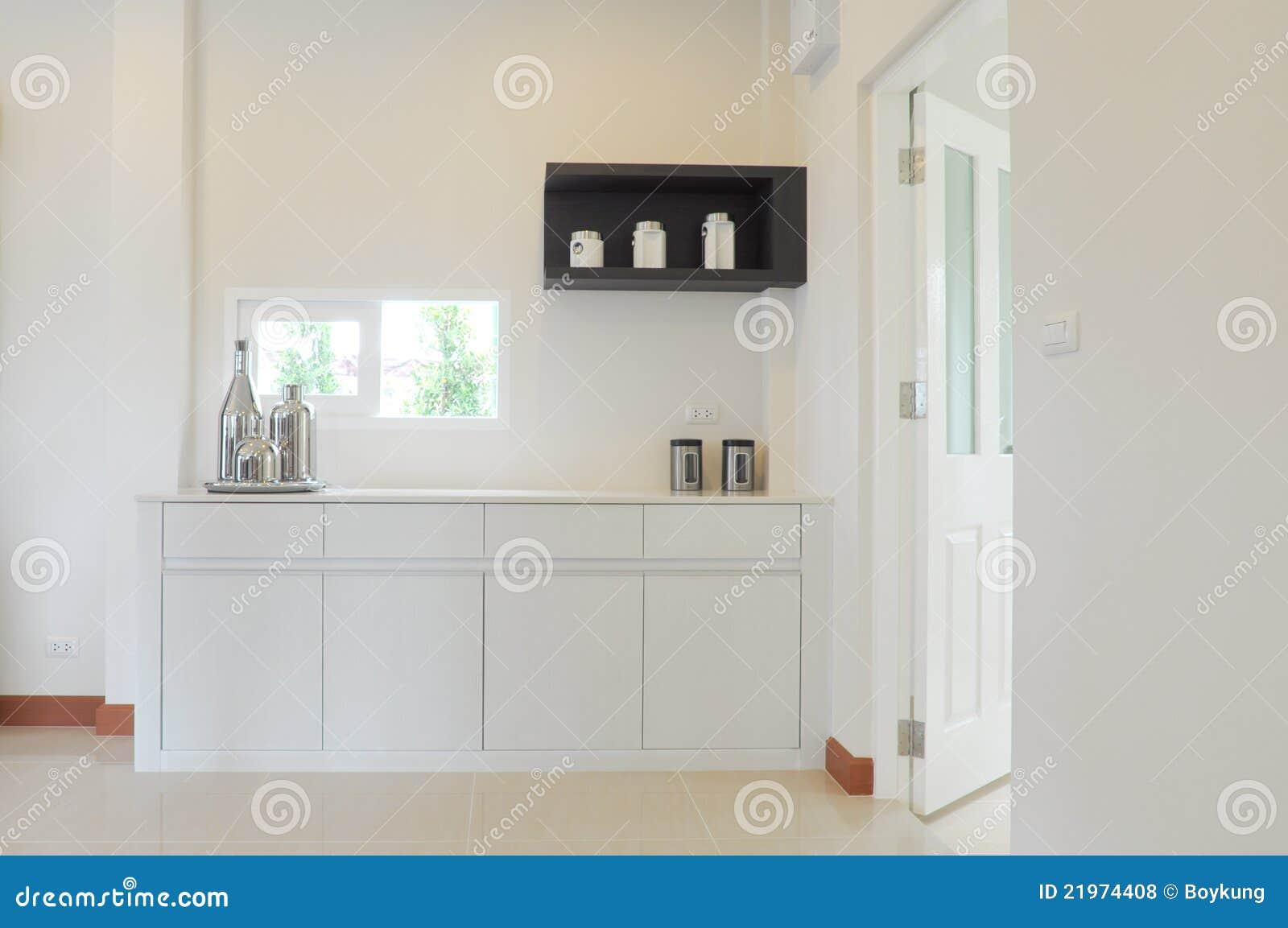 Belle cuisine blanche moderne photos libres de droits for Cuisine blanche moderne