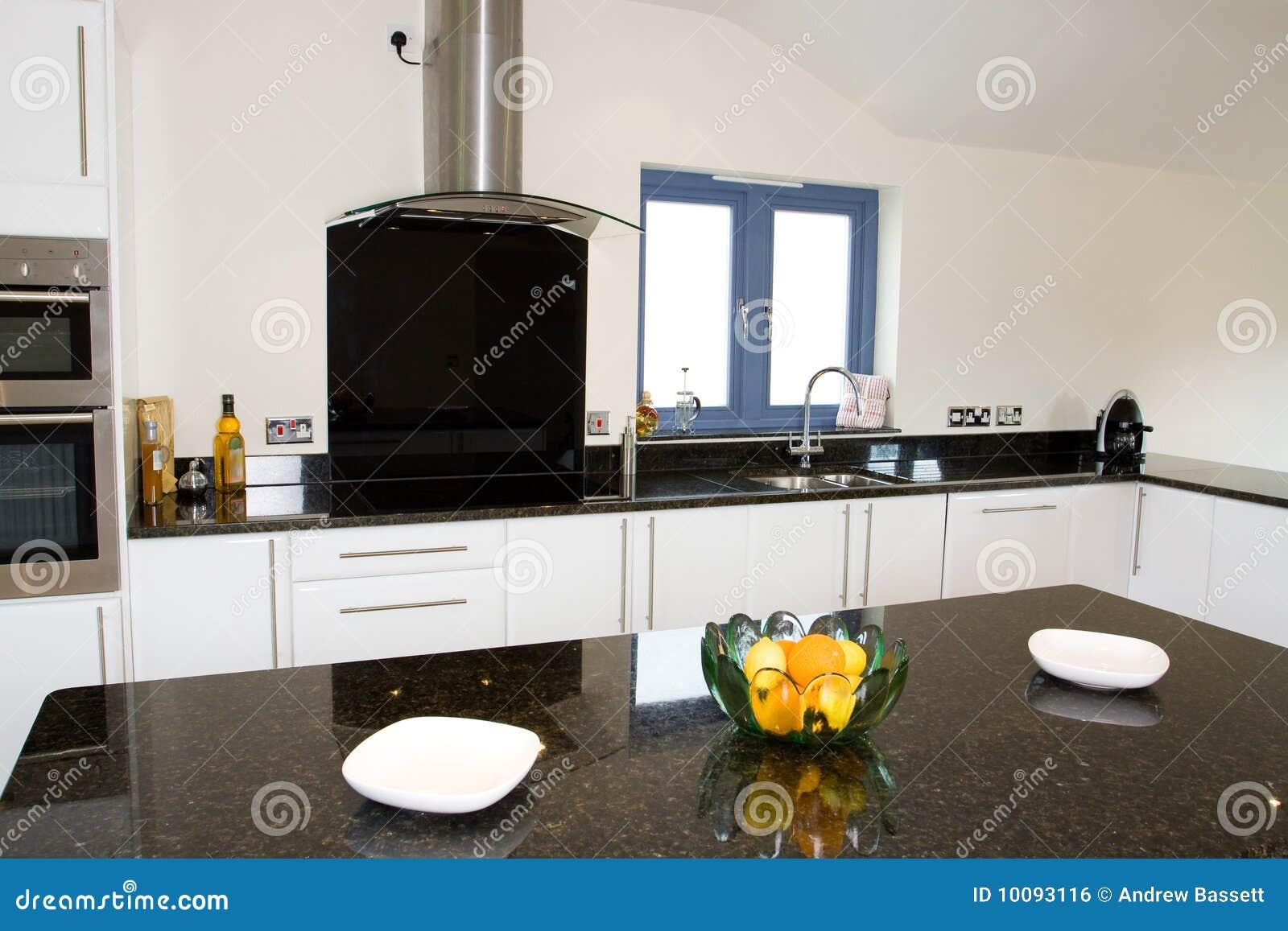 Belle cuisine moderne photo stock image du diner ch ne - Photo belle cuisine ...