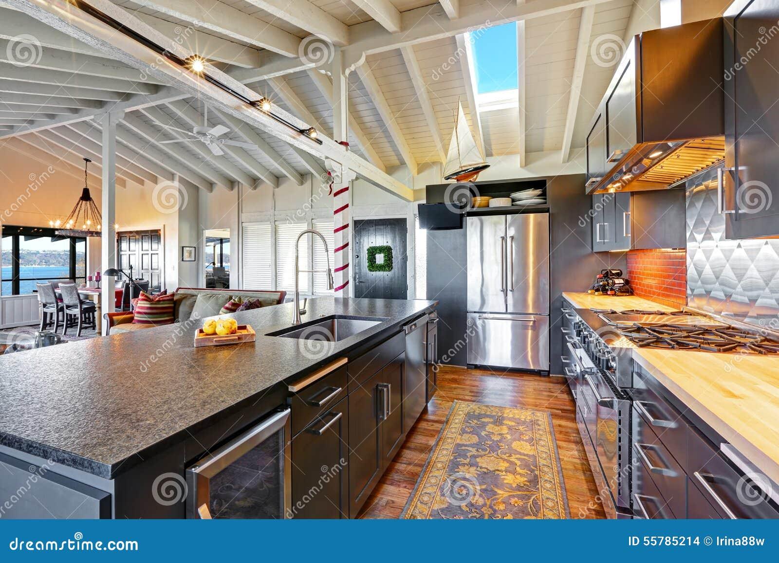 stunning belle cuisine moderne fonce de luxe avec le. Black Bedroom Furniture Sets. Home Design Ideas