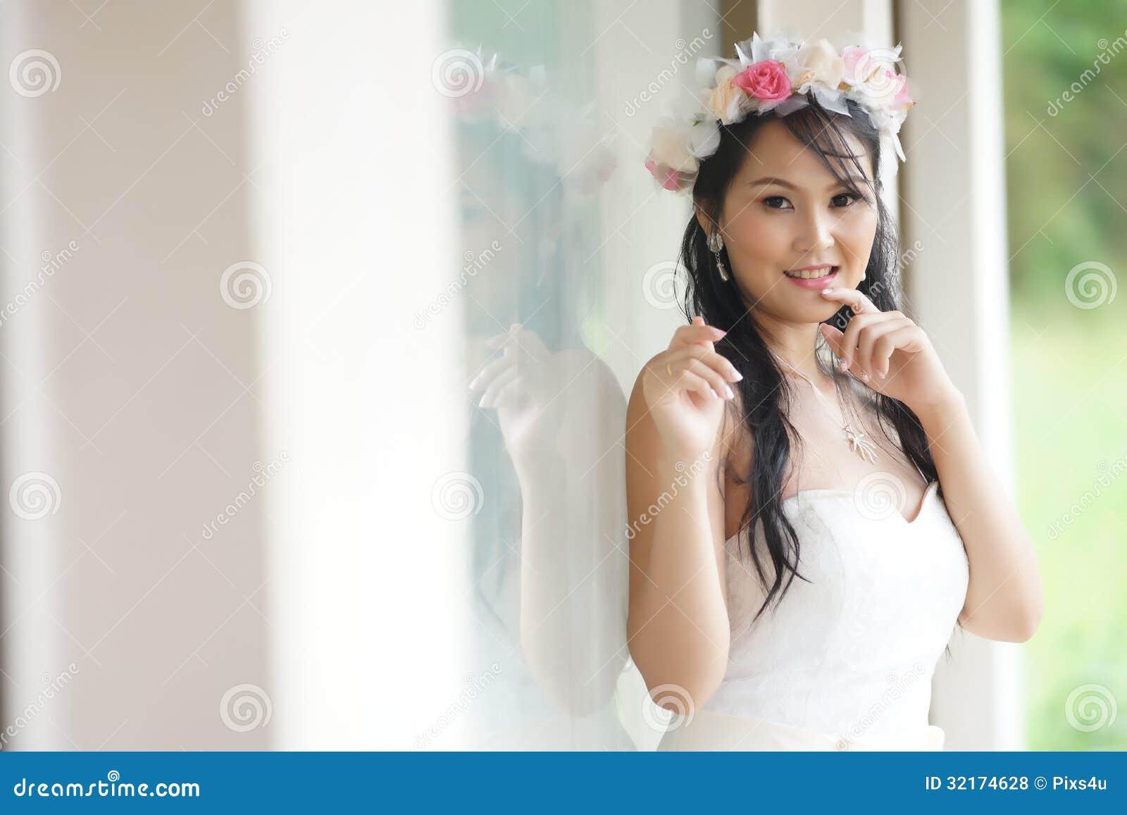 Jeune mariée thaïlandaise et elle