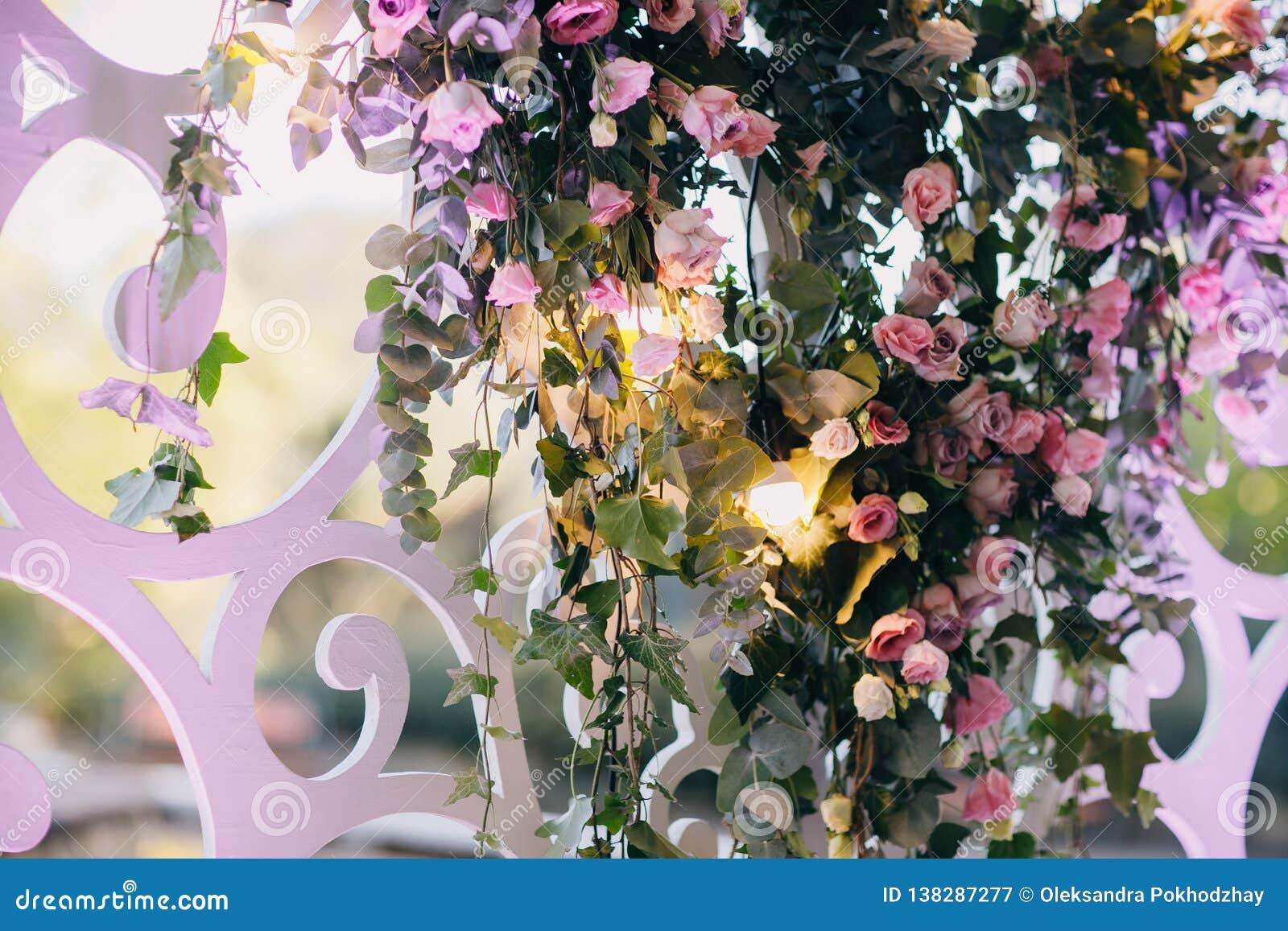 Belle decorazioni del fiore di nozze Decorazione di cerimonia nuziale Decorazione creativa