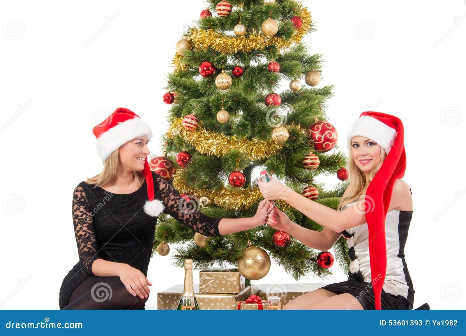 Foto Di Natale Con Donne.Belle Donne Sorridenti Bionde Con L Albero Di Natale