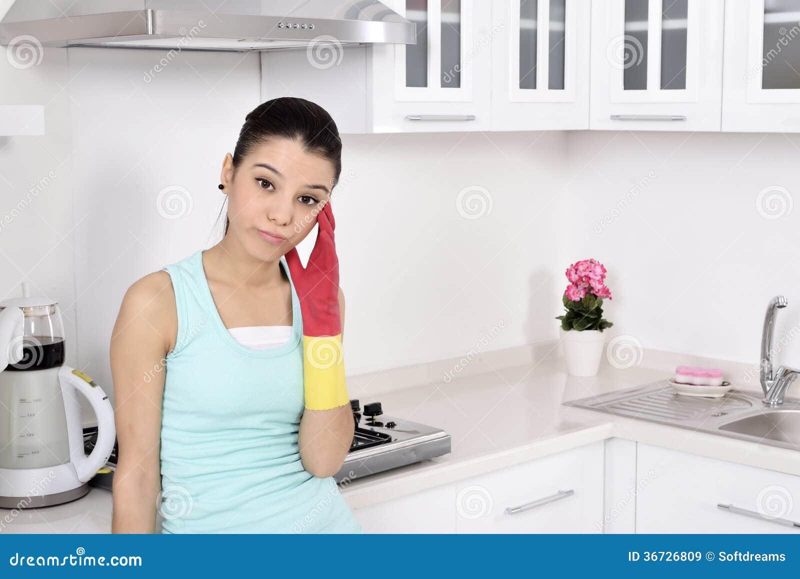 Belle donne stanche dopo la pulizia della casa immagine for Disegni della casa della cabina di ceppo