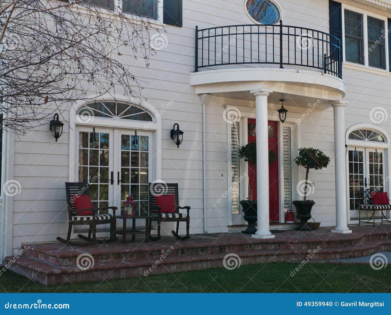 Belle entrée de maison photo stock. Image du présidences - 49359940