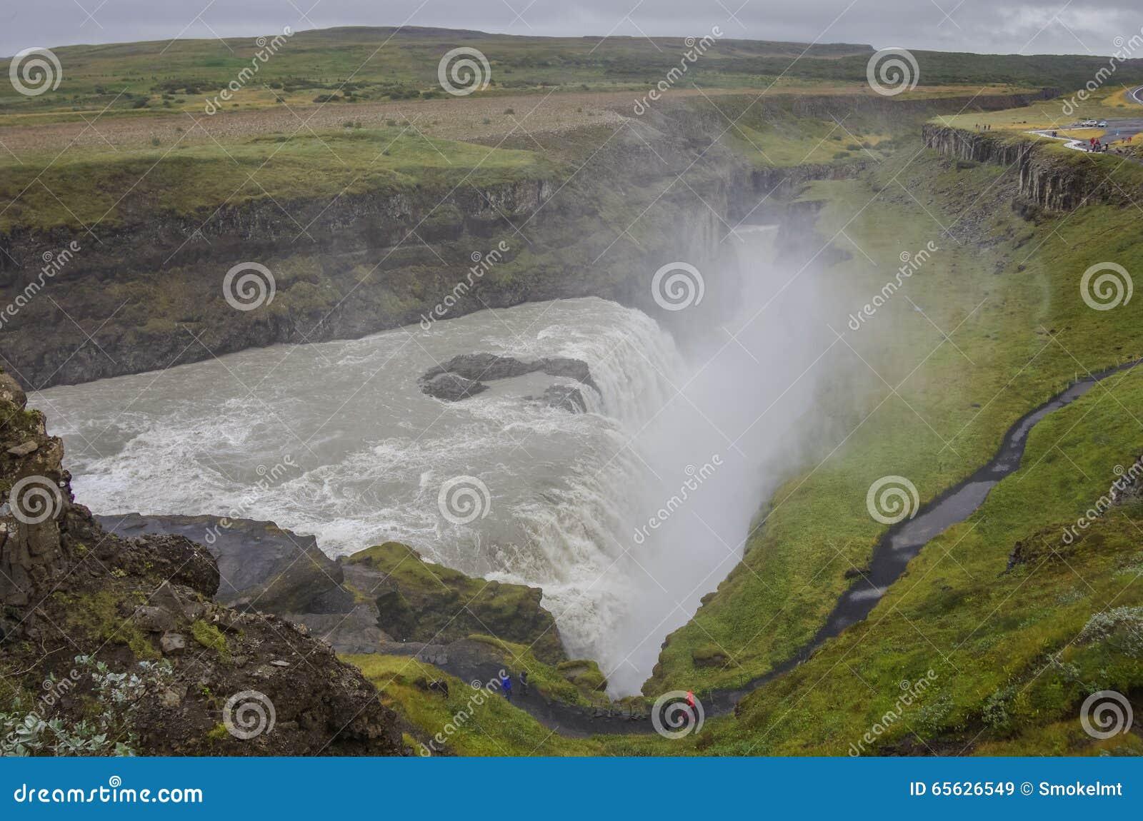 Belle et célèbre cascade de Gullfoss, itinéraire d or de cercle dedans